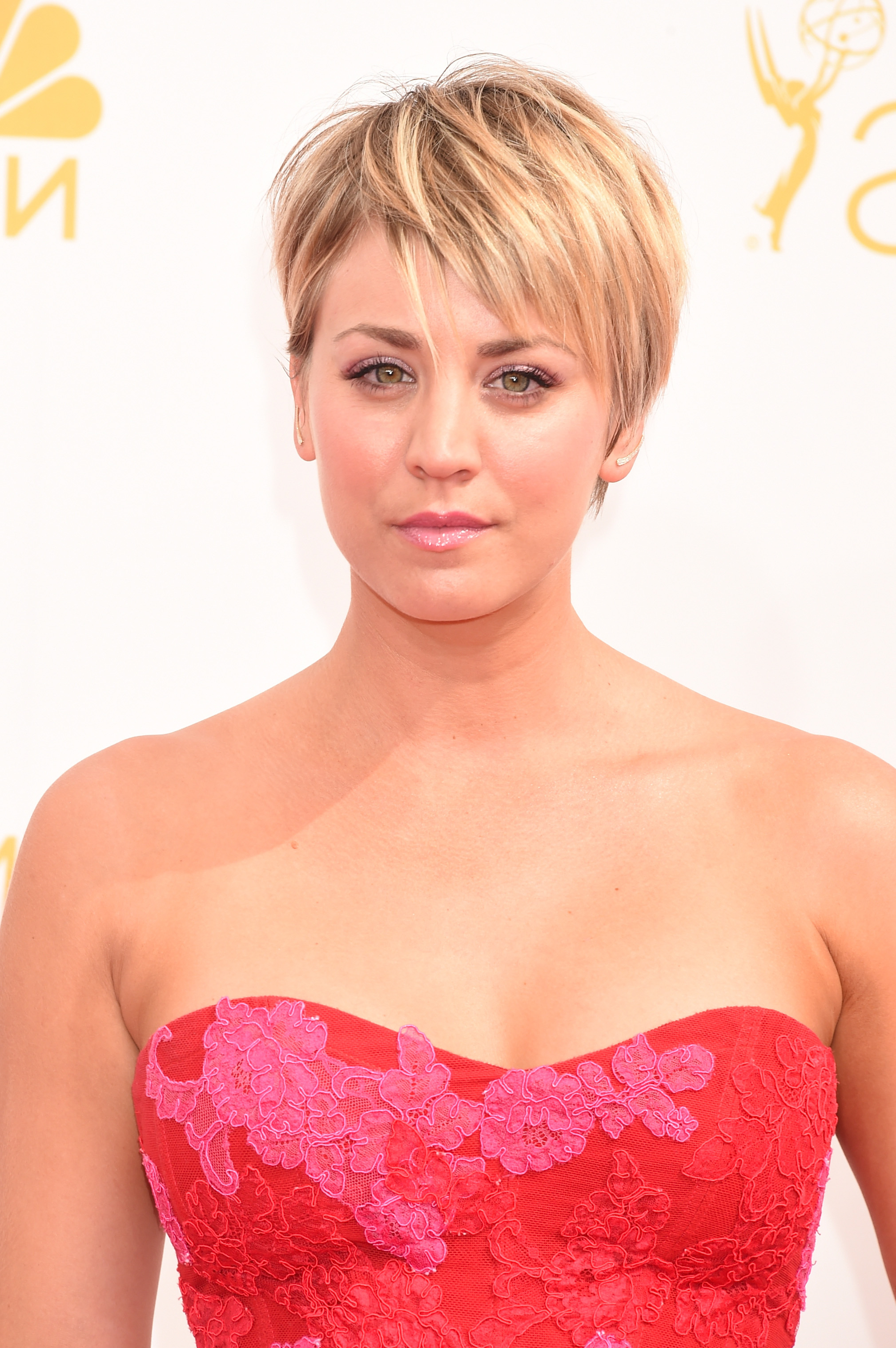 Kaley Cuoco Debuts Pink Hair, Because The Girly Hue Is Totally The Throughout Kaley Cuoco New Short Haircuts (View 18 of 25)
