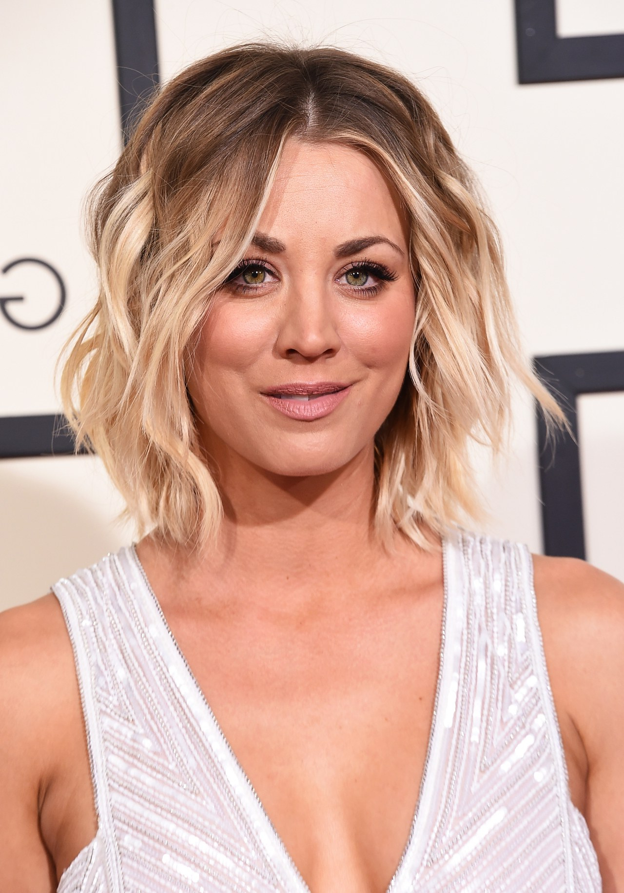 Kaley Cuoco Hair Evolution: See How She Grew Out Her Pixie | Glamour For Kaley Cuoco Short Hairstyles (View 2 of 25)