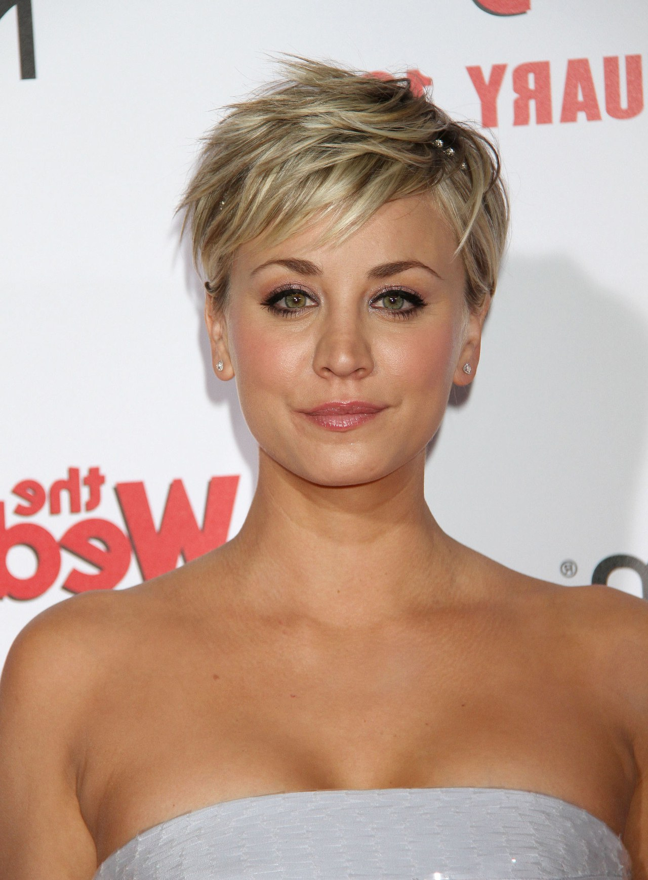Kaley Cuoco Sweeting Shows A Creative Way To Wear A Headband In With Short Hairstyles With Headbands (View 13 of 25)