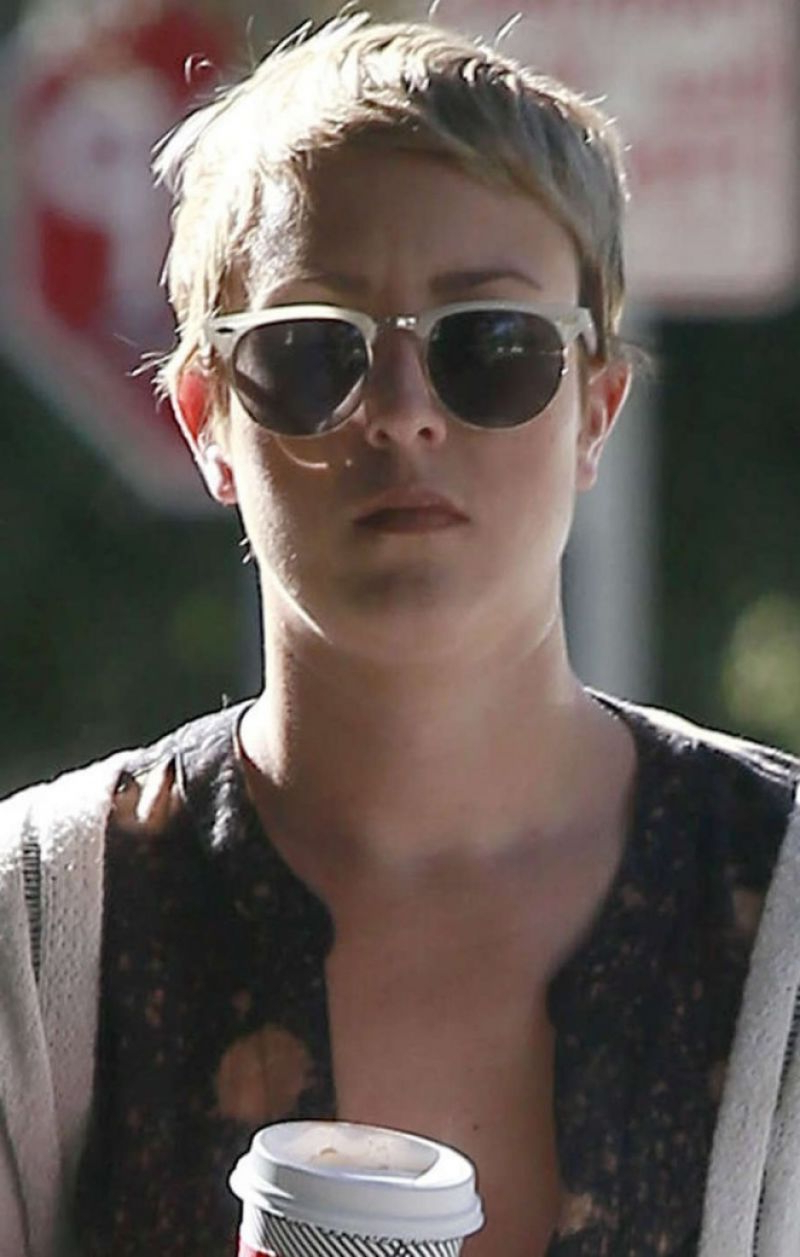 Kaley Cuoco With Short Hair Leaves A Salon In West Hollywood 11/07 Throughout Kaley Cuoco New Short Haircuts (View 7 of 25)