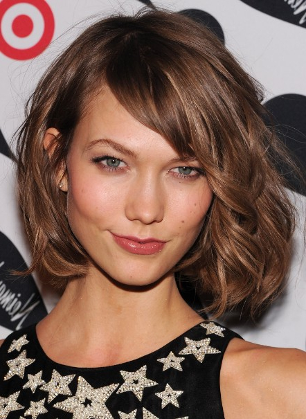 Karlie Kloss Hairstyle: Cute Messy Short Bob Cut For Thick Hair With Regard To Adorable Wavy Bob Hairstyles (View 19 of 25)