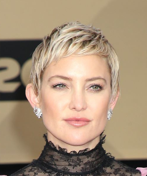 Kate Hudson Short Straight Casual Pixie Hairstyle With Razor Cut Regarding Ash Blonde Undercut Pixie Haircuts (View 14 of 25)