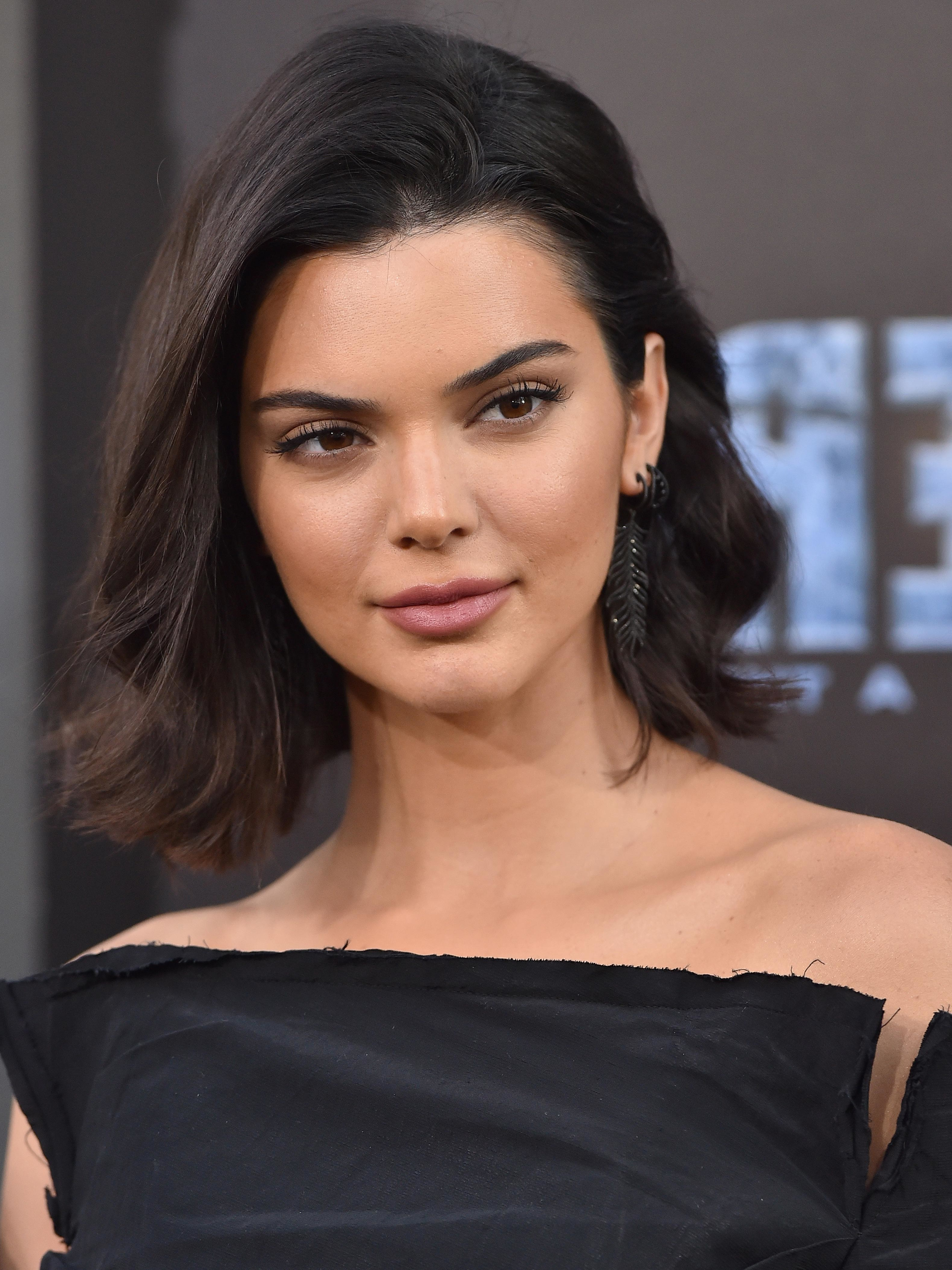 Kendall Jenner Debuts Pixie Resembling Kris Jenner's At Nyfw – Allure Inside Kris Jenner Short Hairstyles (View 19 of 25)