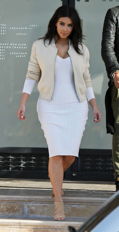 Kim Kardashian Debuts Shorter Haircut, And It's Adorable Intended For Kim Kardashian Short Haircuts (View 24 of 25)