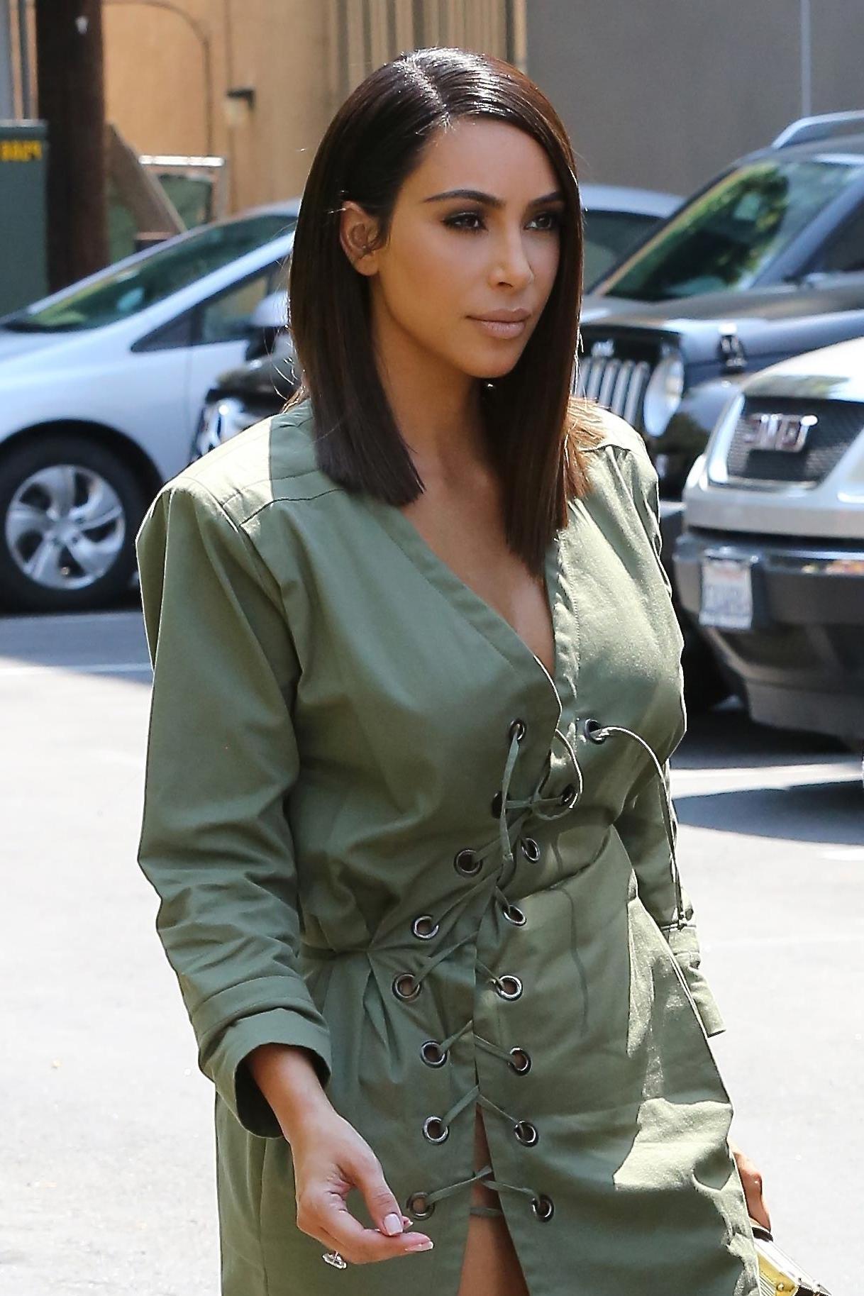 Kim Kardashian West Goes For The Blunt Bob – Vogue Inside Kim Kardashian Short Haircuts (View 10 of 25)
