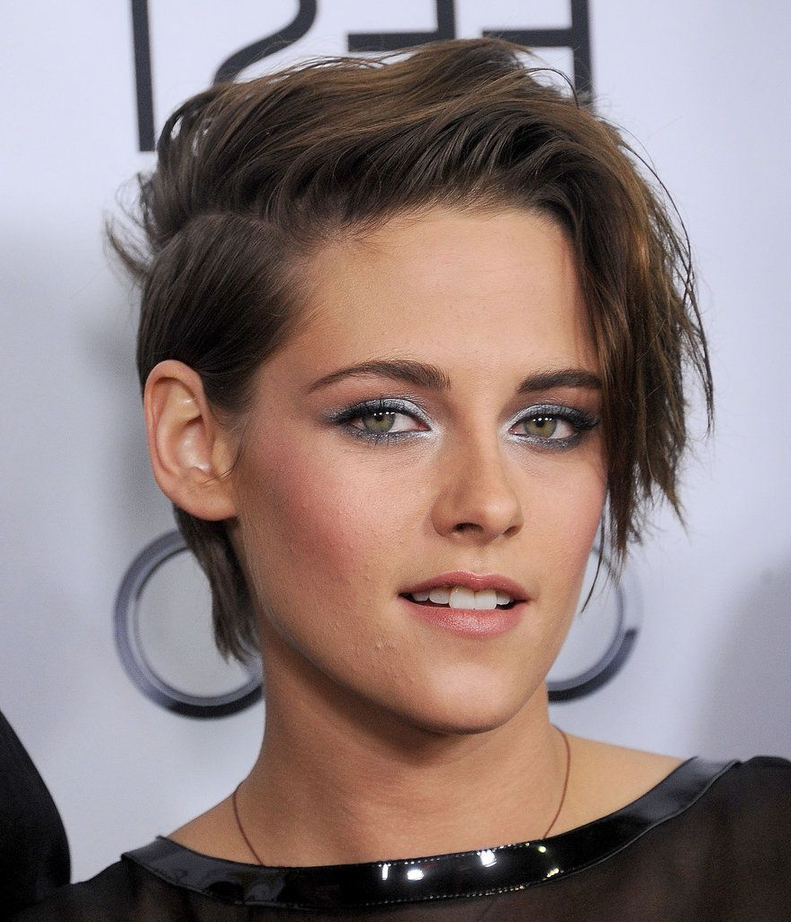 Kristen Stewart Gets Glam And Gushes About Julianne Moore | Haircuts Intended For Kristen Stewart Short Hairstyles (View 1 of 25)