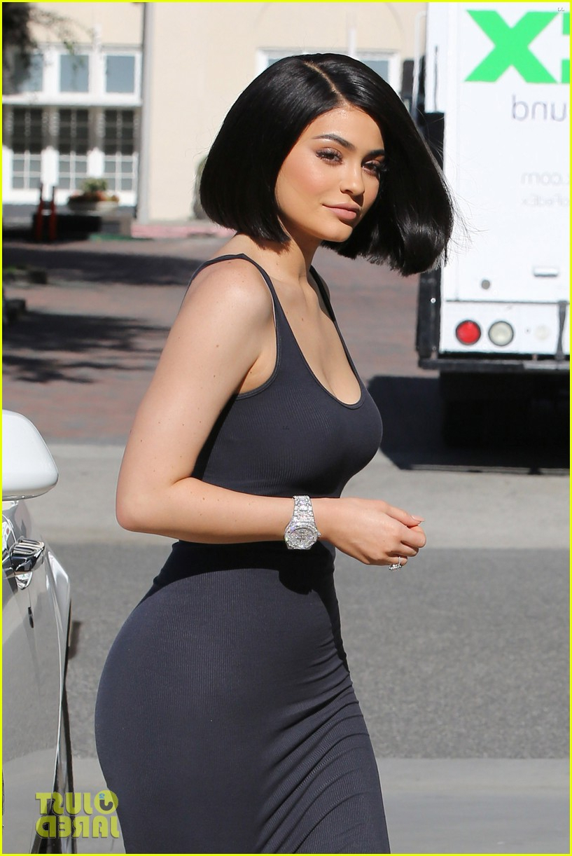 Kylie Jenner Debuts Her New Short Haircut!: Photo 3706759 | Kris With Regard To Kylie Jenner Short Haircuts (View 8 of 25)
