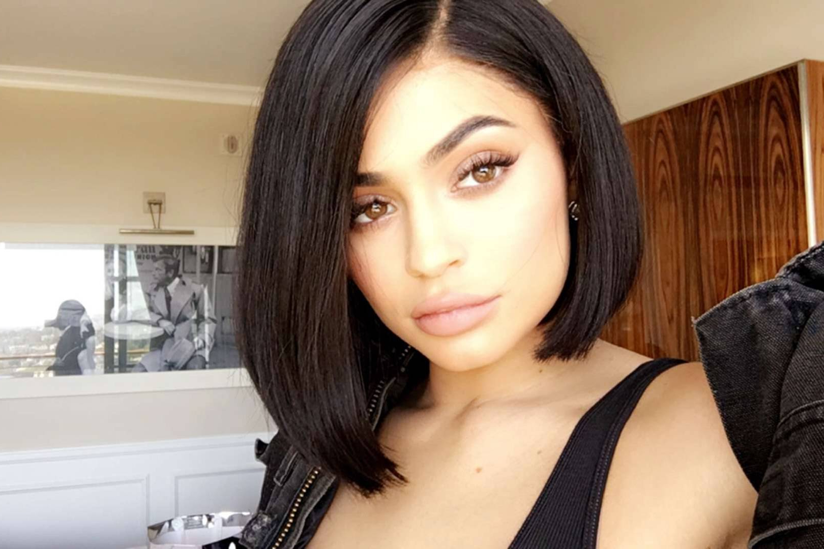 Featured Photo of Kylie Jenner Short Haircuts