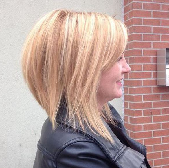 Long Blonde Layered Bob With Subtle Highlights, Bob Haircuts For Intended For Black Inverted Bob Hairstyles With Choppy Layers (View 11 of 25)