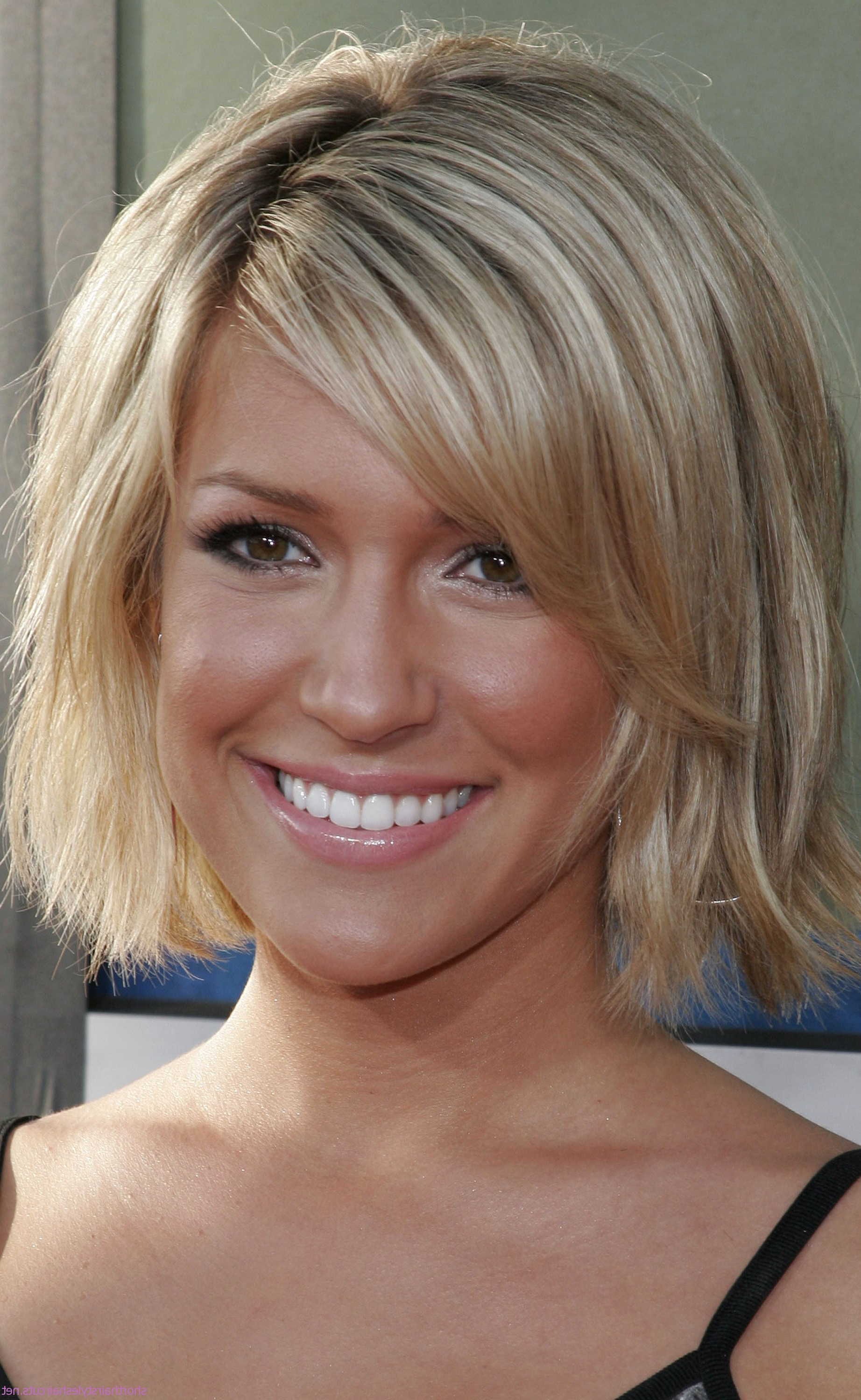 Medium Hairstyles For Woman – Hairstyle For Women & Man Pertaining To Women Short To Medium Hairstyles (View 17 of 25)