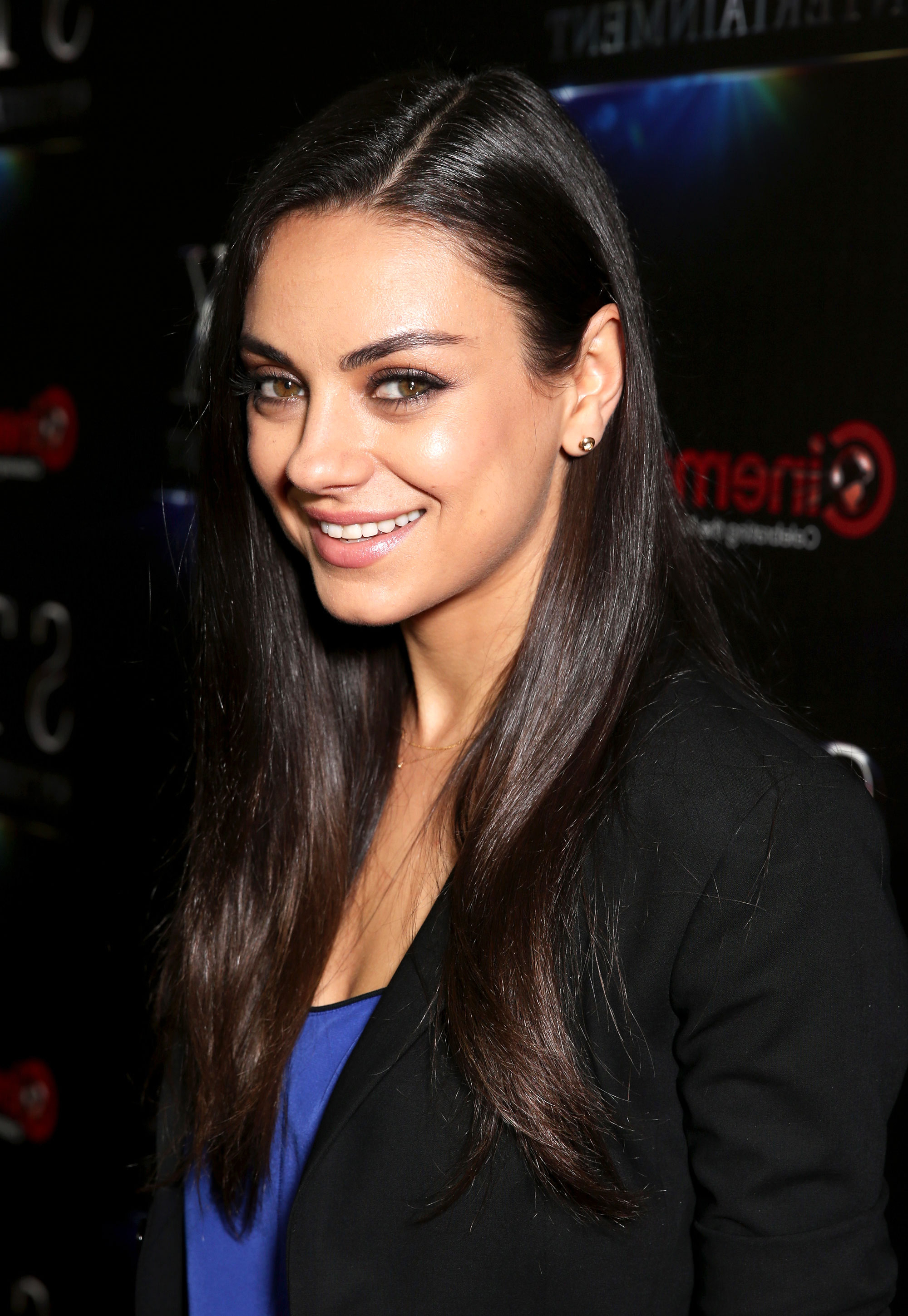 Mila Kunis Debuts A Short Hairstyle On Red Carpet: Photos For Mila Kunis Short Hairstyles (View 12 of 25)