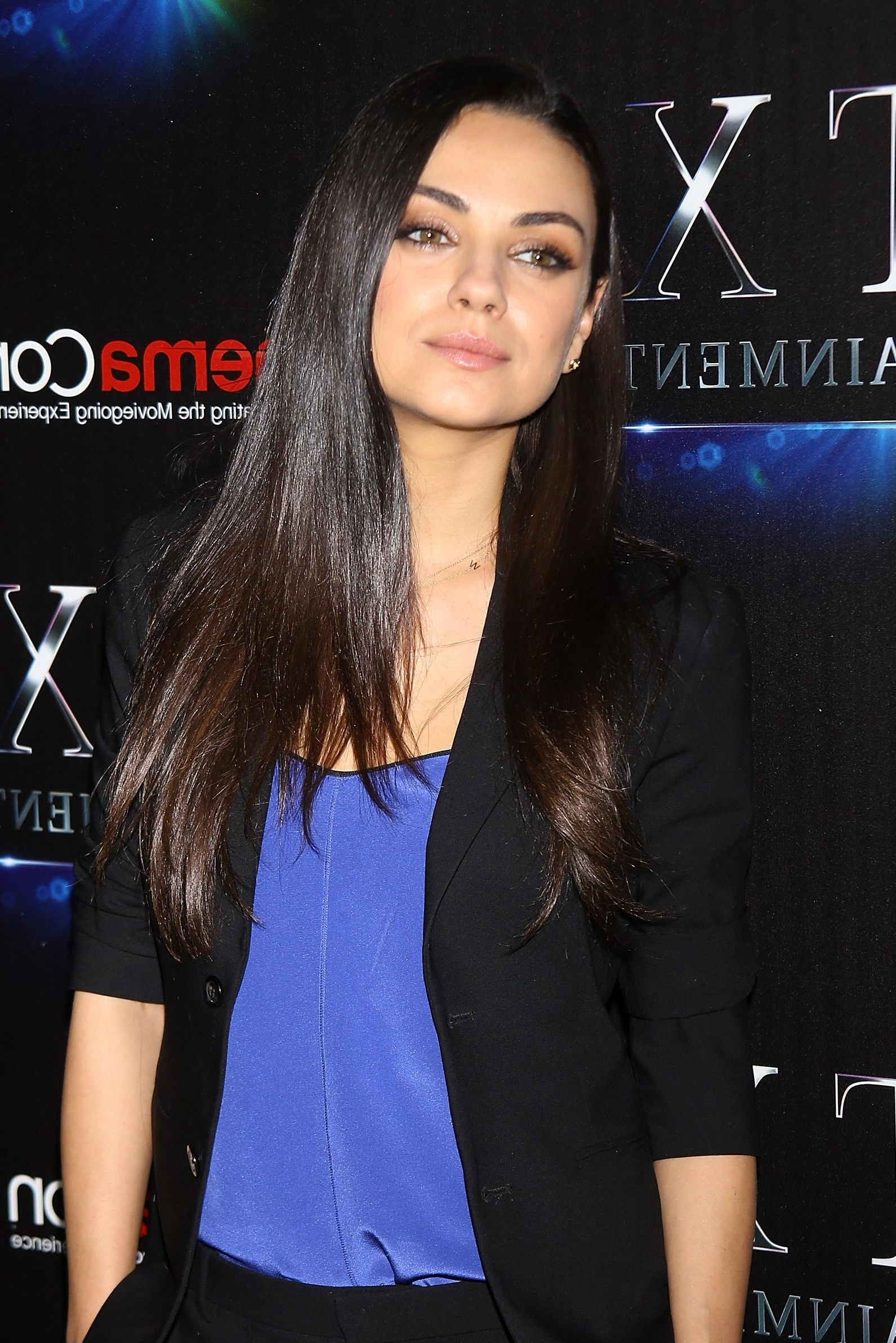 Mila Kunis's Test Drives The Summer Bob – Vogue For Mila Kunis Short Hairstyles (View 10 of 25)