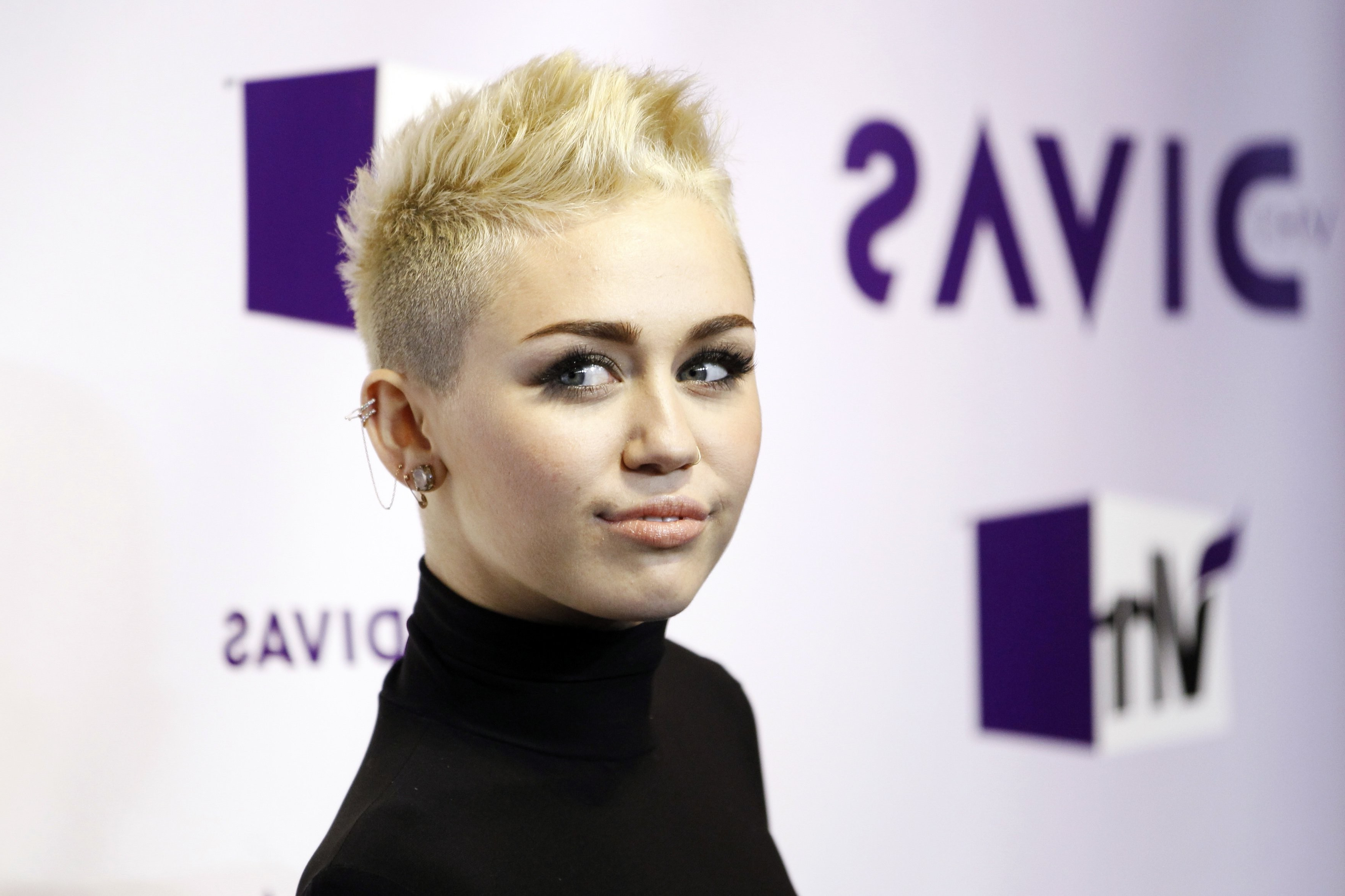 Miley Cyrus Actress Short Hair Singers Wallpaper | Allwallpaper (View 25 of 25)