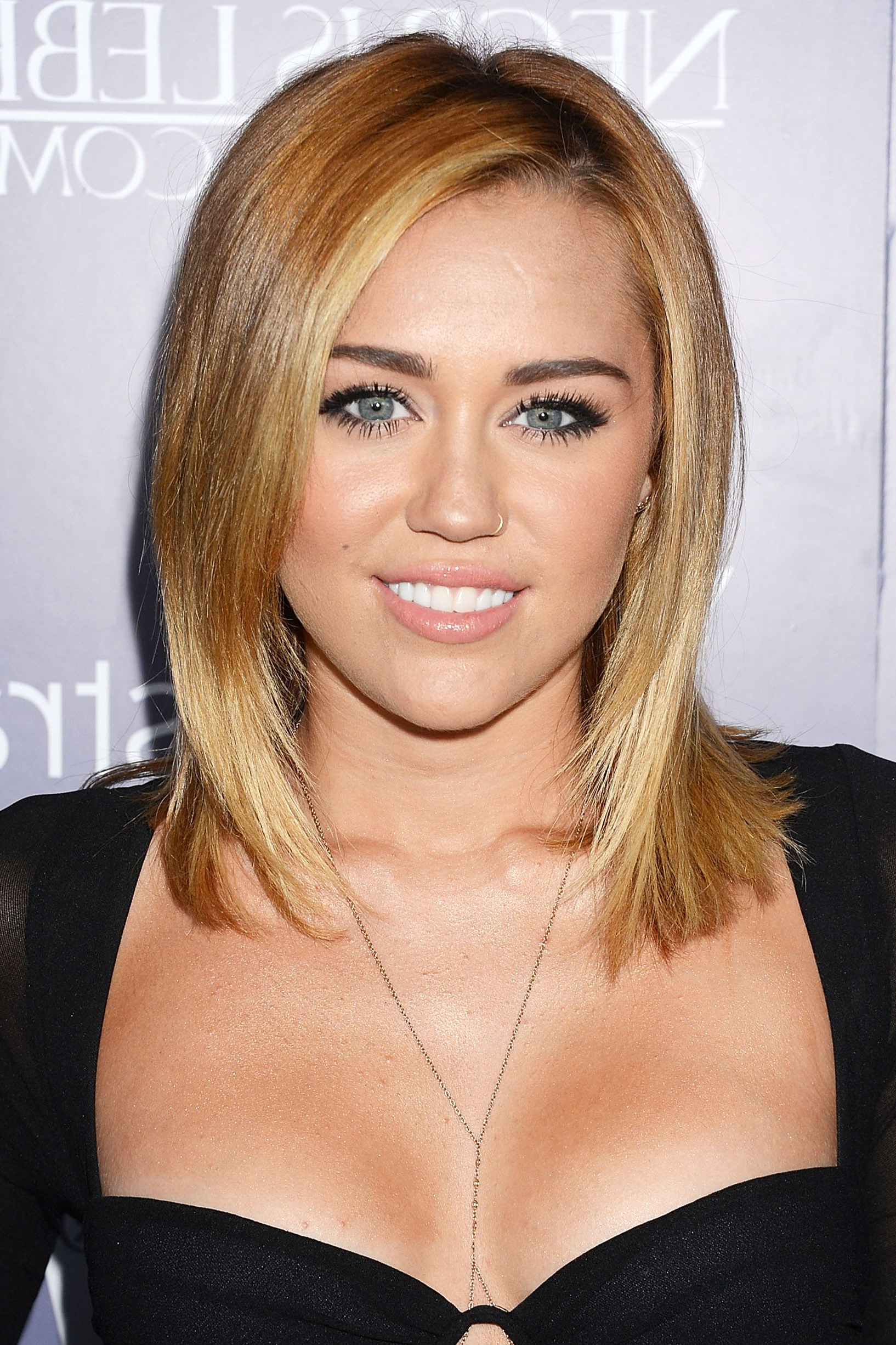 Miley Cyrus' Best Hairstyles Of All Time – 66 Miley Cyrus Hair Cuts Within Miley Cyrus Short Hairstyles (View 14 of 25)