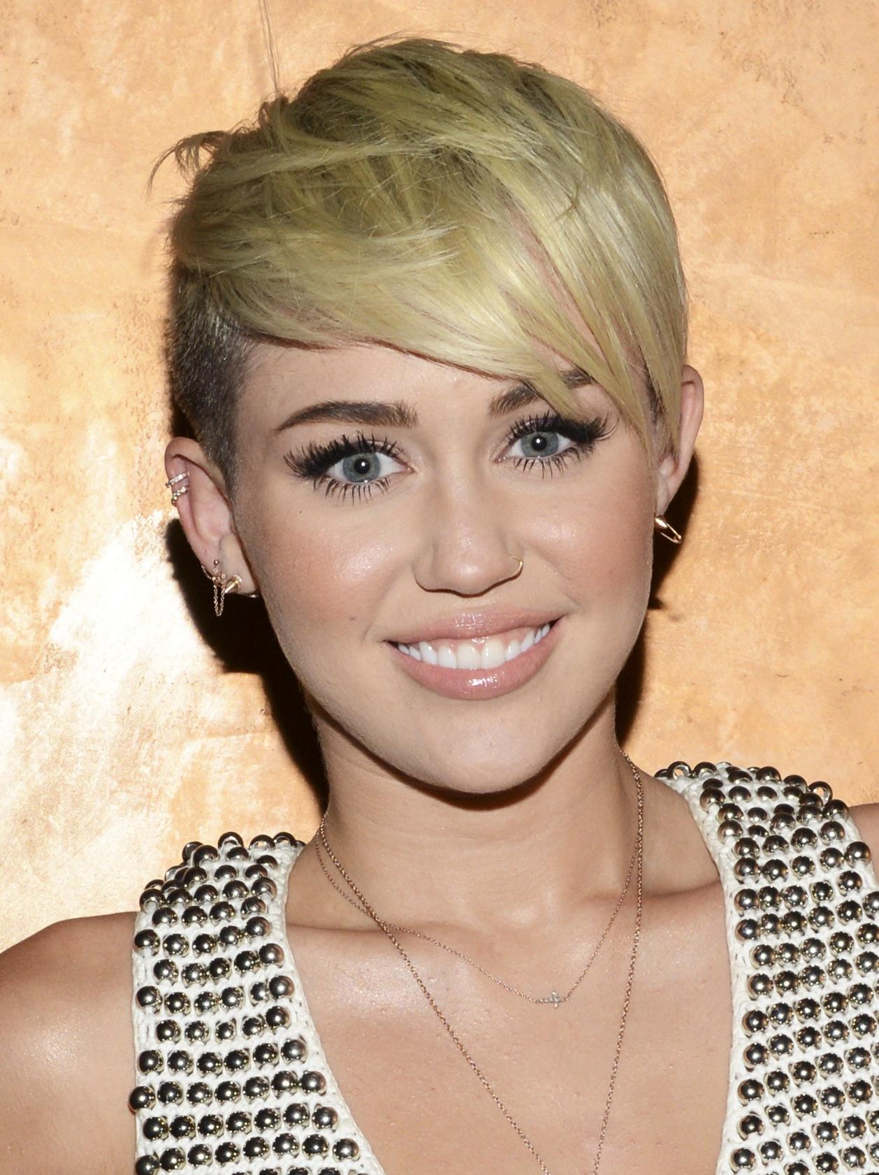 Miley Cyrus Haircut – Miley Cyrus Short Hair   Teen Vogue Regarding Miley Cyrus Short Haircuts (View 3 of 25)