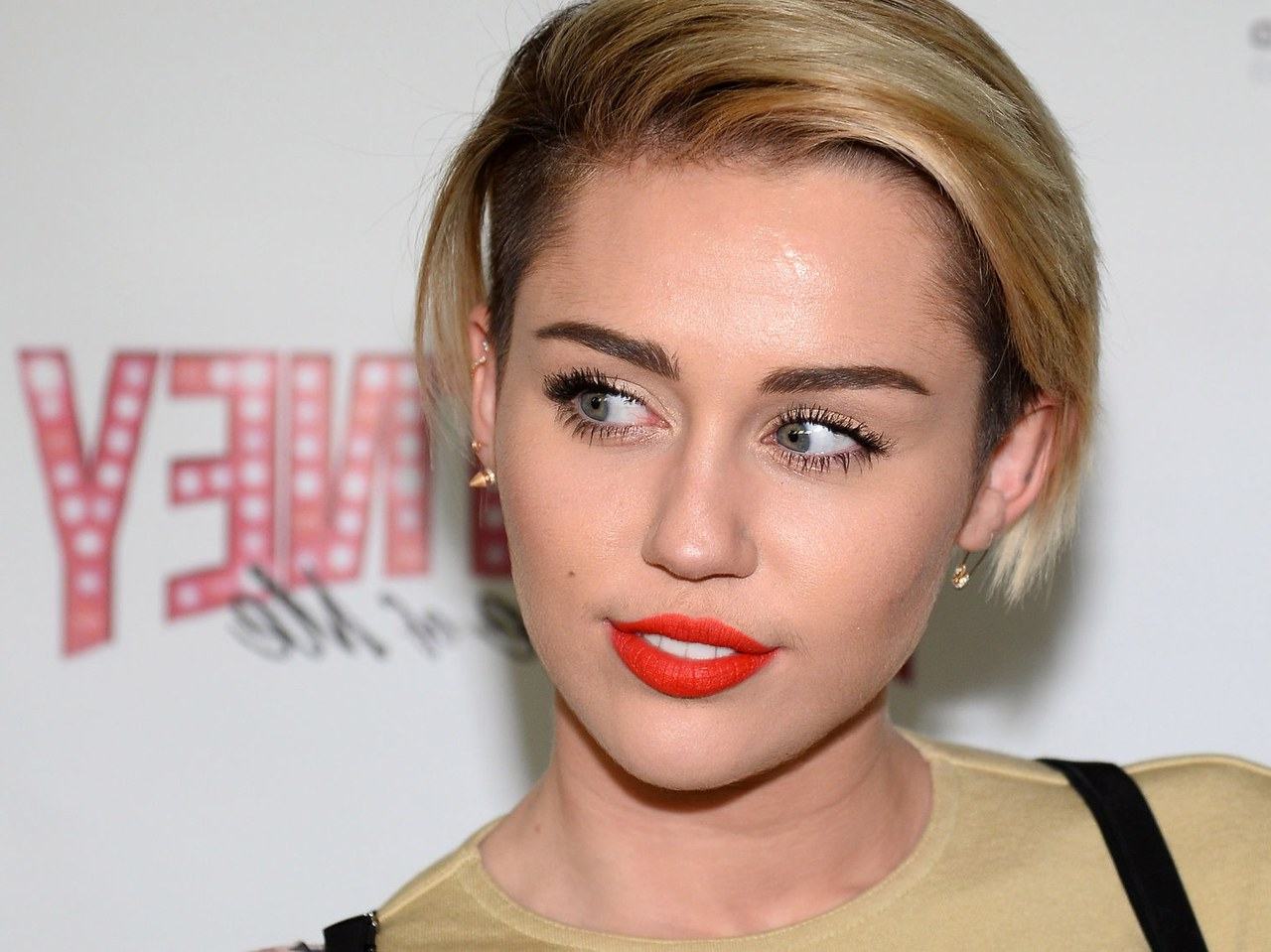 Miley Cyrus Just Went And Got Her Herself A Hair Makeover (View 5 of 25)