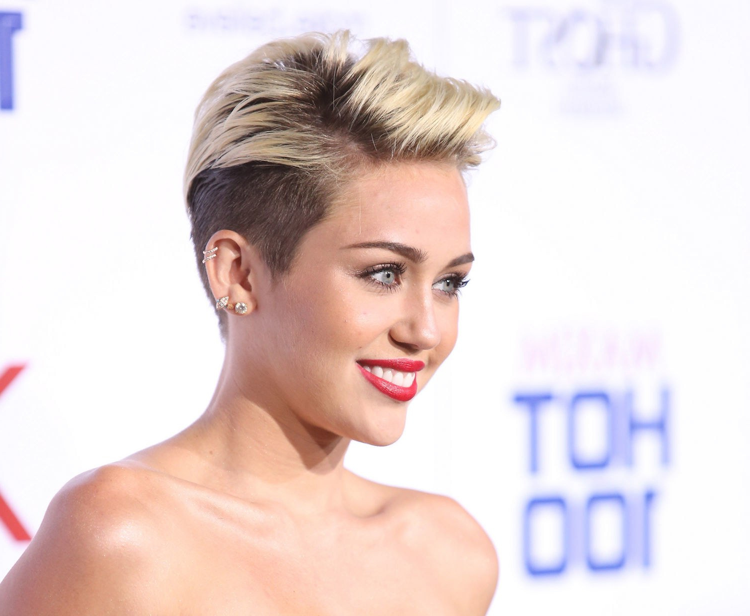 Miley Cyrus, Please Don't Grow Out Your Hair (An Impassioned Plea Inside Short Haircuts Like Miley Cyrus (View 8 of 25)