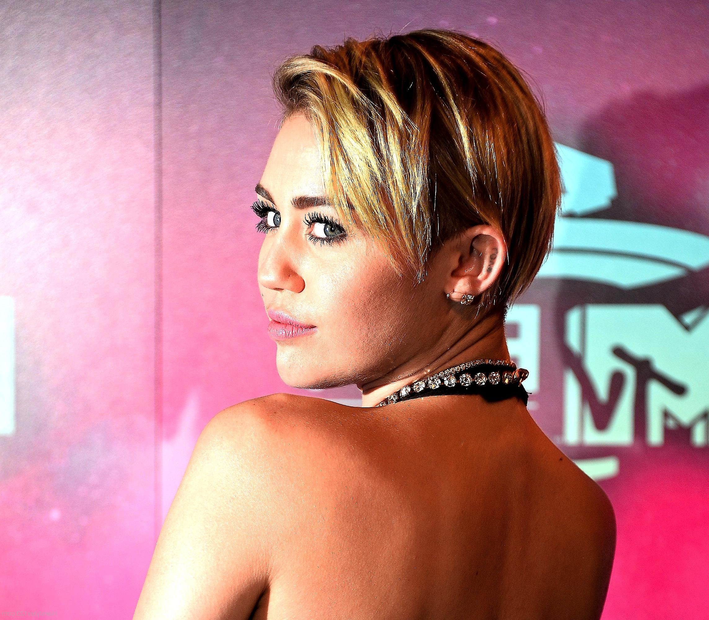 Miley Cyrus Short Hairstyle With Miley Cyrus Short Hairstyles (View 24 of 25)
