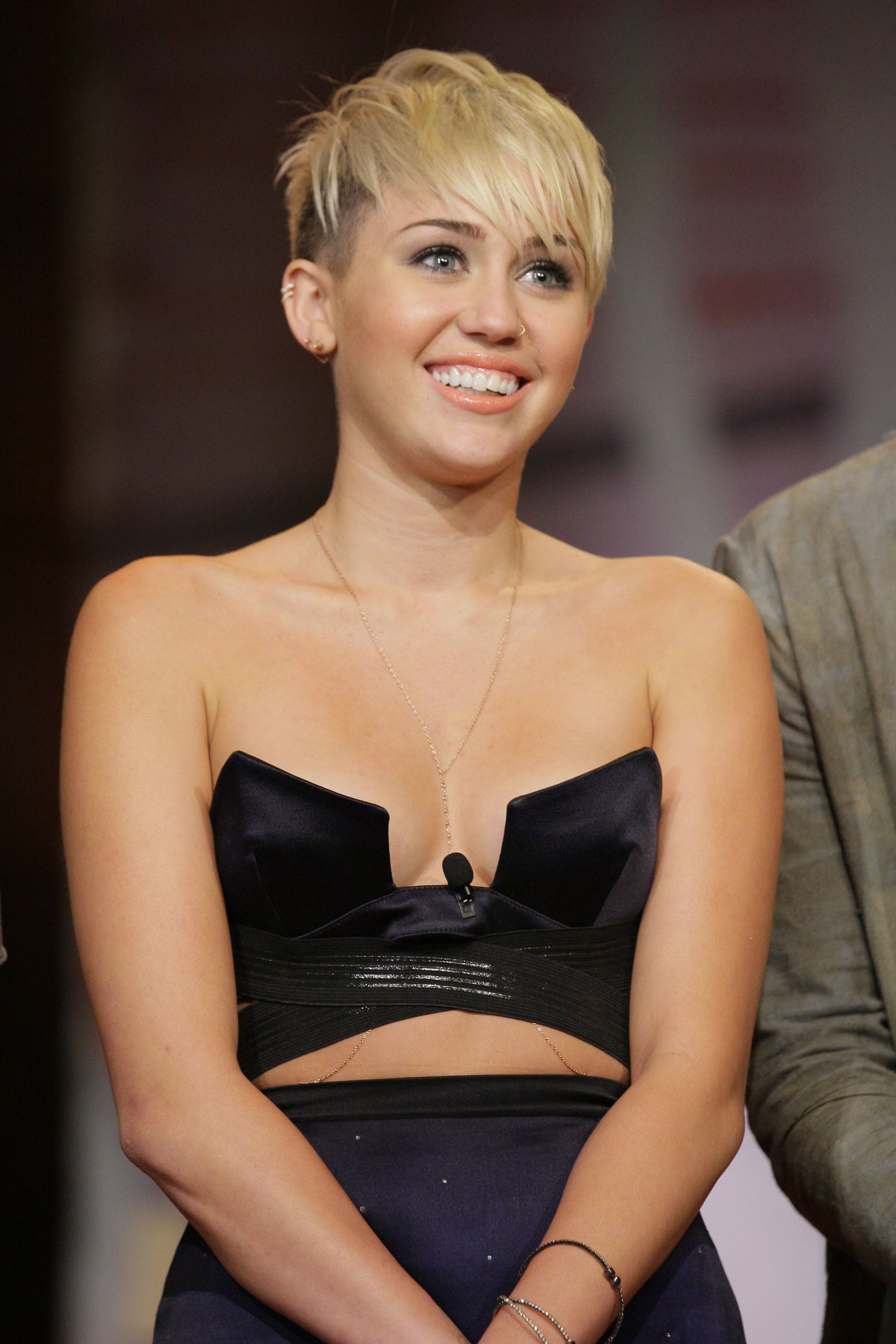 Miley Cyrus Wows In Sweet New $80K Ride   Beautiful People Regarding Short Haircuts Like Miley Cyrus (View 11 of 25)