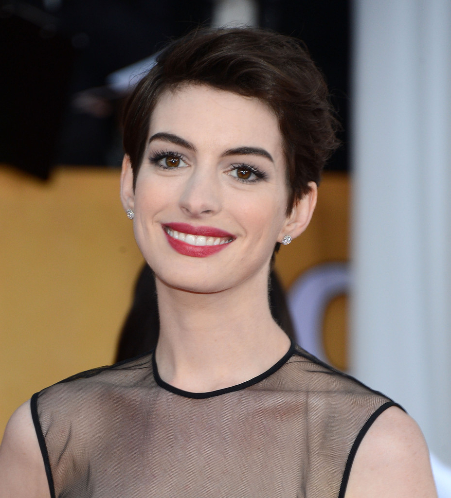 More Pics Of Anne Hathaway Pixie (8 Of 39) – Short Hairstyles Inside Anne Hathaway Short Haircuts (View 22 of 25)