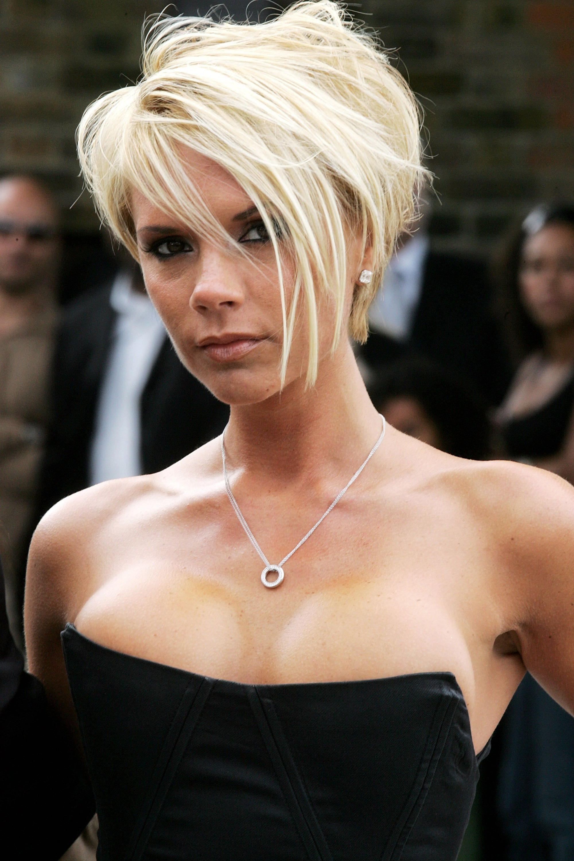 Never Forget That It Was 10 Years Ago When Victoria Beckham Slayed inside Posh Spice Short Hairstyles