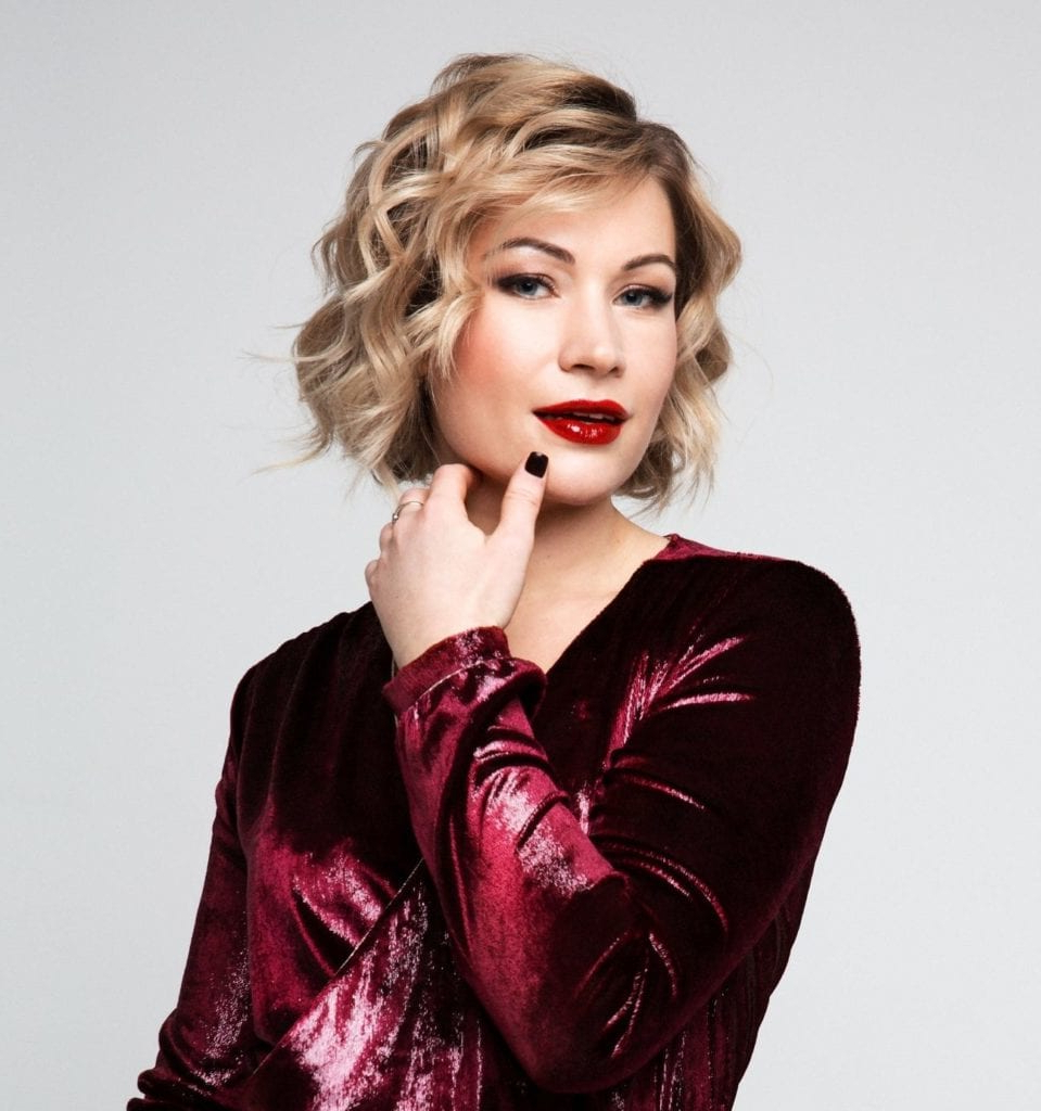Party Hairstyles For Short Hair That Suit Formal Events, Cocktails Within Short Hairstyles For Formal Event (View 15 of 25)