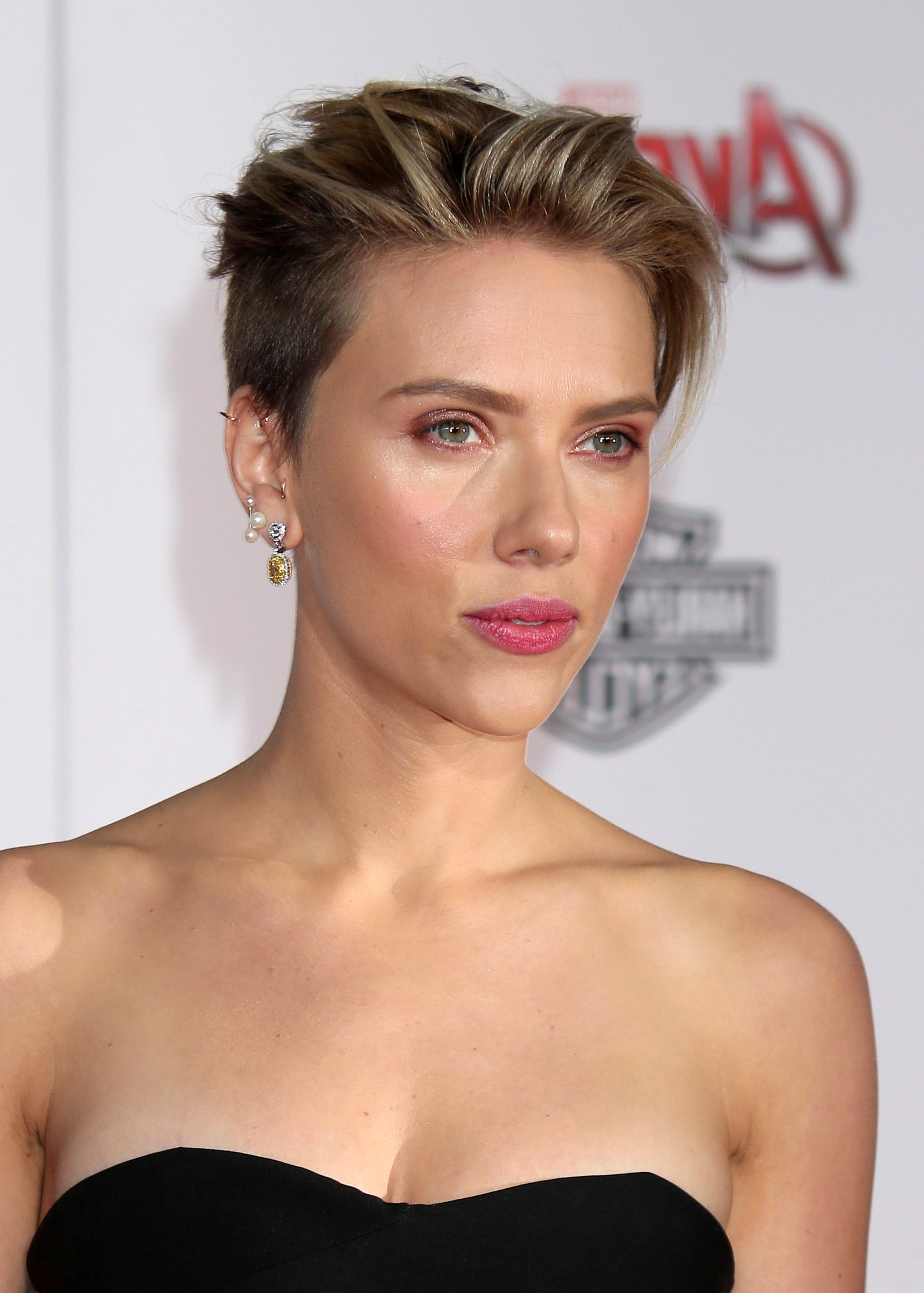 Pinkristi Barber On Scarlett Johansson (View 2 of 25)