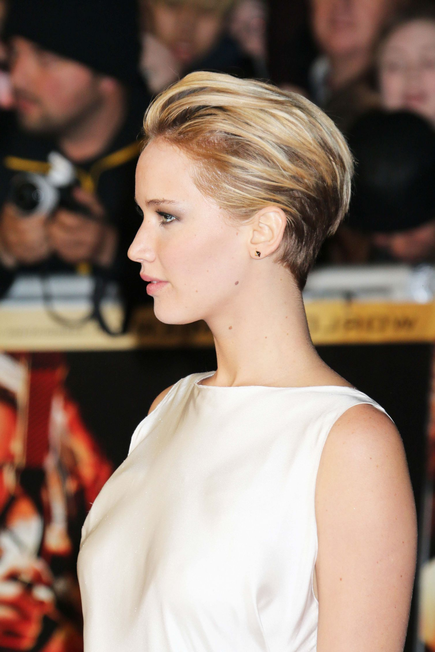 Pixie Evening Look. Jennifer Lawrence (View 17 of 25)