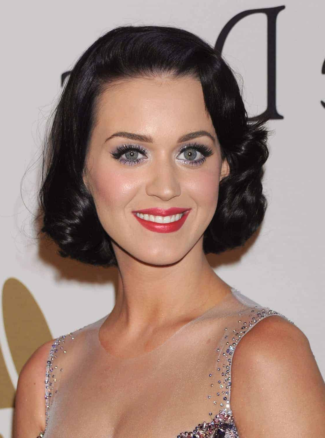 Retro Hairstyles For Beautiful Short Hair 2018 – Womenstyle Throughout Vintage Hairstyle For Short Hair (View 8 of 25)