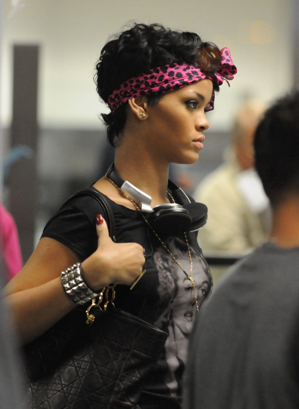 Rihanna Headband With Short Hair | Head Wraps | Pinterest | Hair For Cute Short Hairstyles With Headbands (View 9 of 25)
