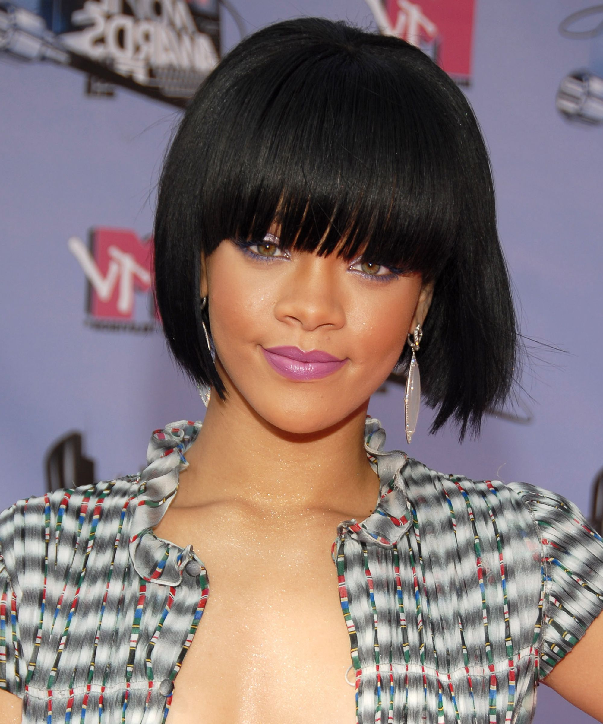 Rihanna's Best Long And Short Hairstyles Over The Years Pertaining To Disheveled Burgundy Brown Bob Hairstyles (View 18 of 25)