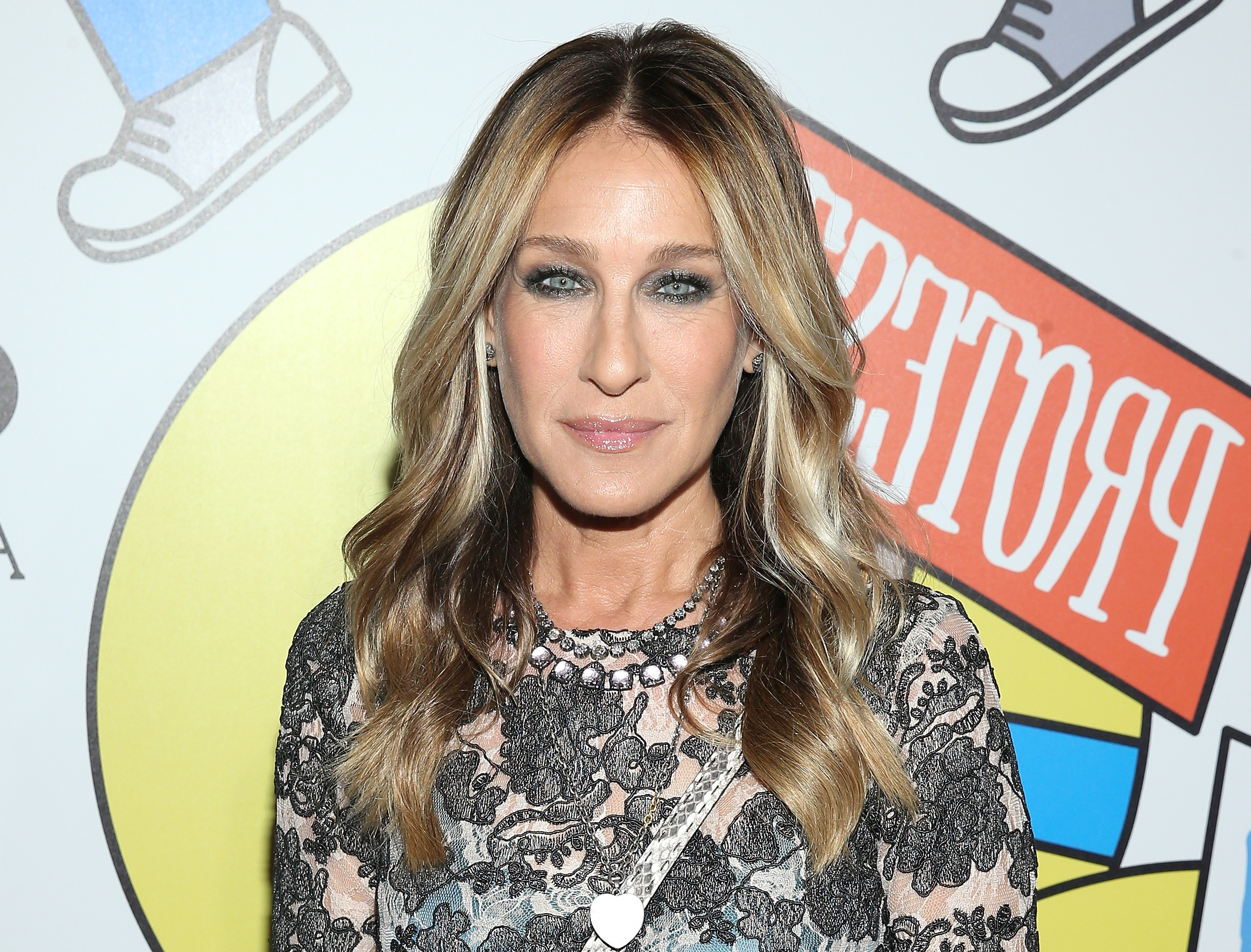 Sarah Jessica Parker Chopped Off Her Signature Hair – Hellogiggles With Sarah Jessica Parker Short Hairstyles (View 15 of 25)
