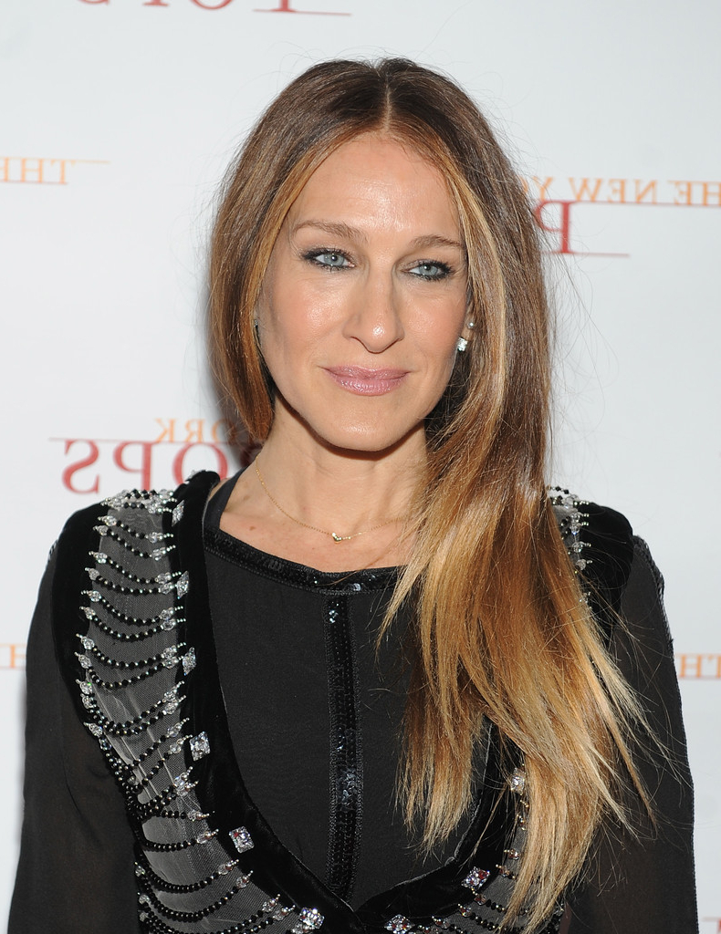 Sarah Jessica Parker Long Center Part – Hair Lookbook – Stylebistro Within Sarah Jessica Parker Short Hairstyles (View 8 of 25)