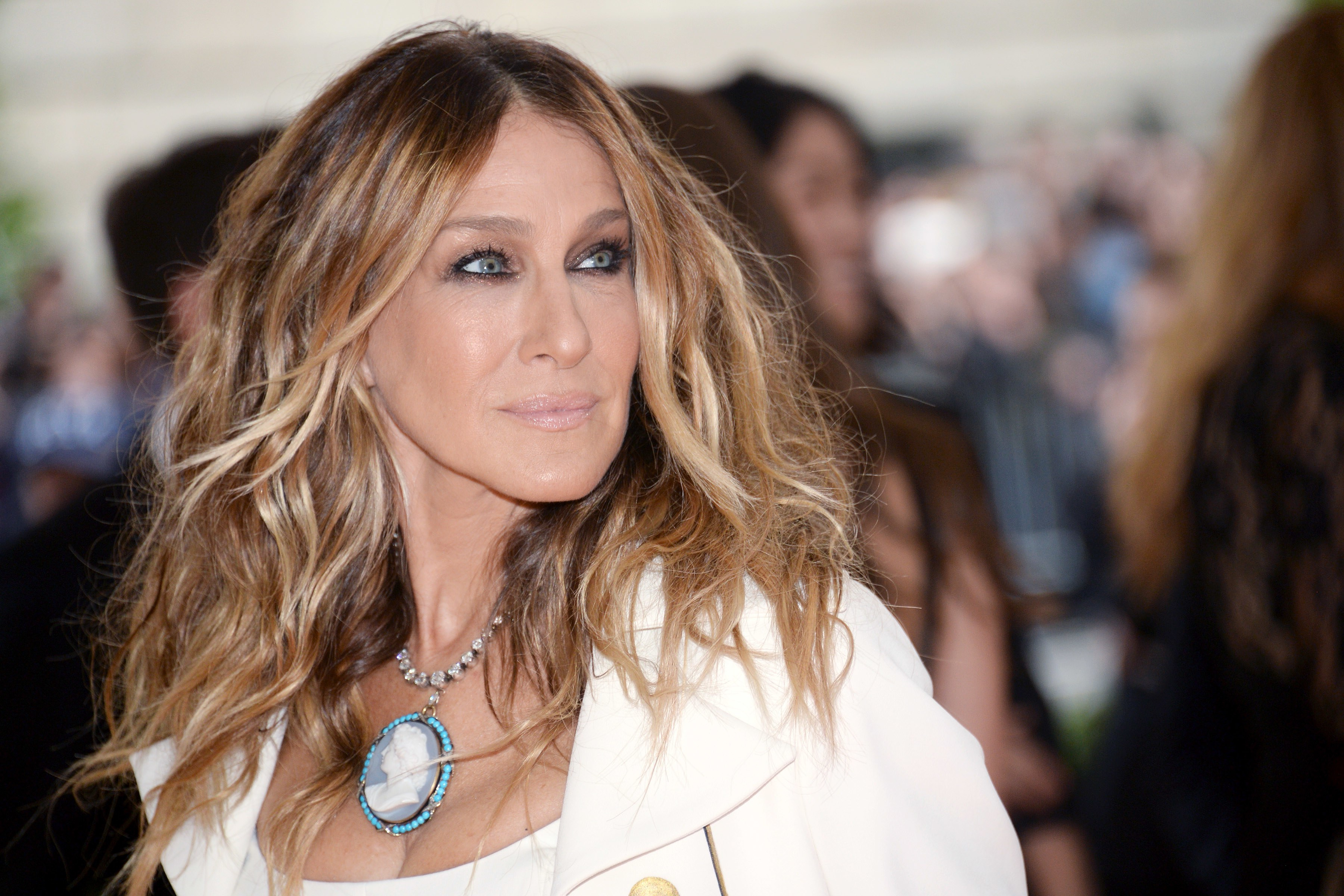 Sarah Jessica Parker Returns To Her (Fictional) Writerly Roots Inside Sarah Jessica Parker Short Hairstyles (View 18 of 25)