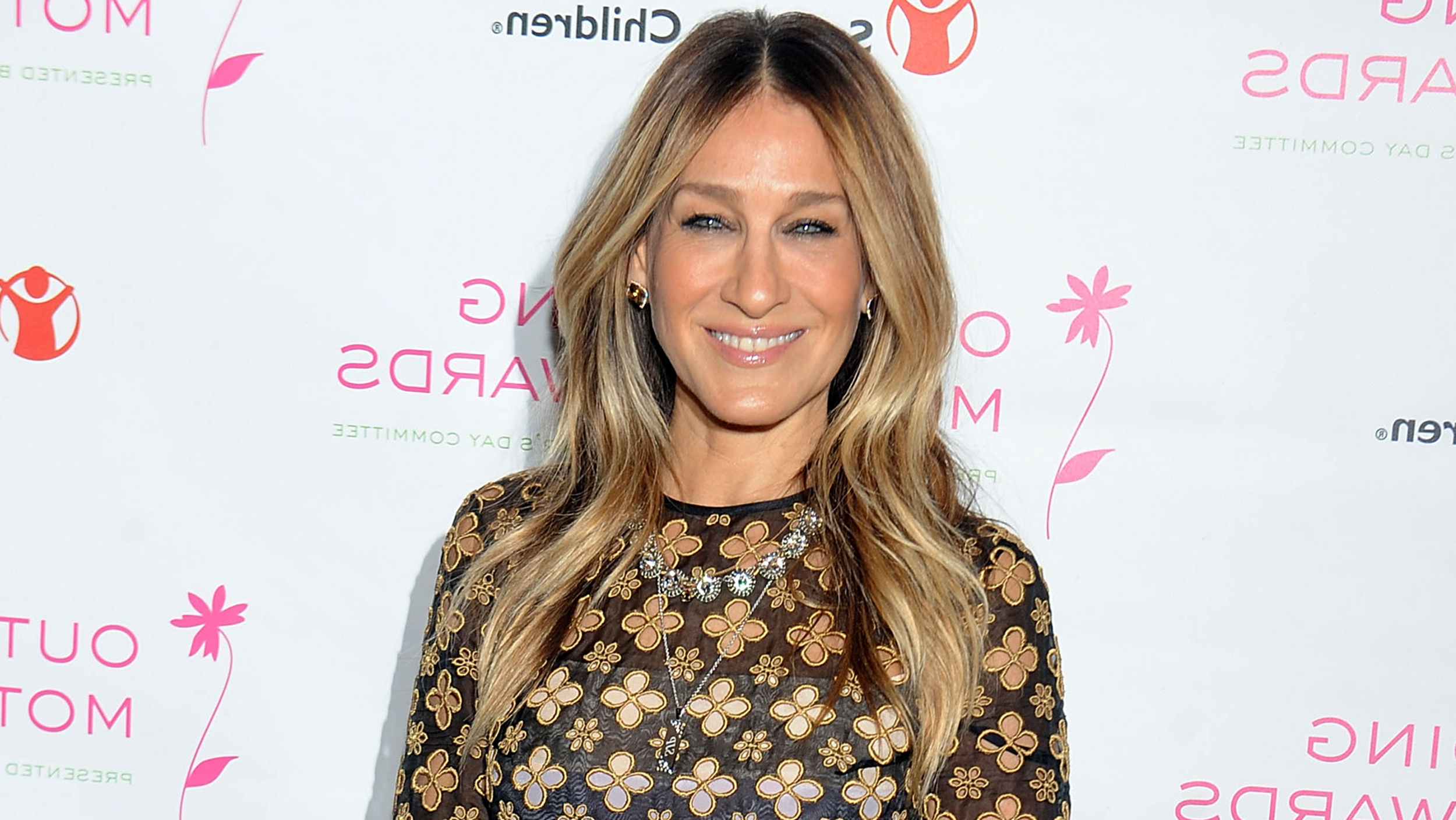 Sarah Jessica Parker's Hair Is A Platinum Blond Bob Now With Regard To Sarah Jessica Parker Short Hairstyles (View 22 of 25)