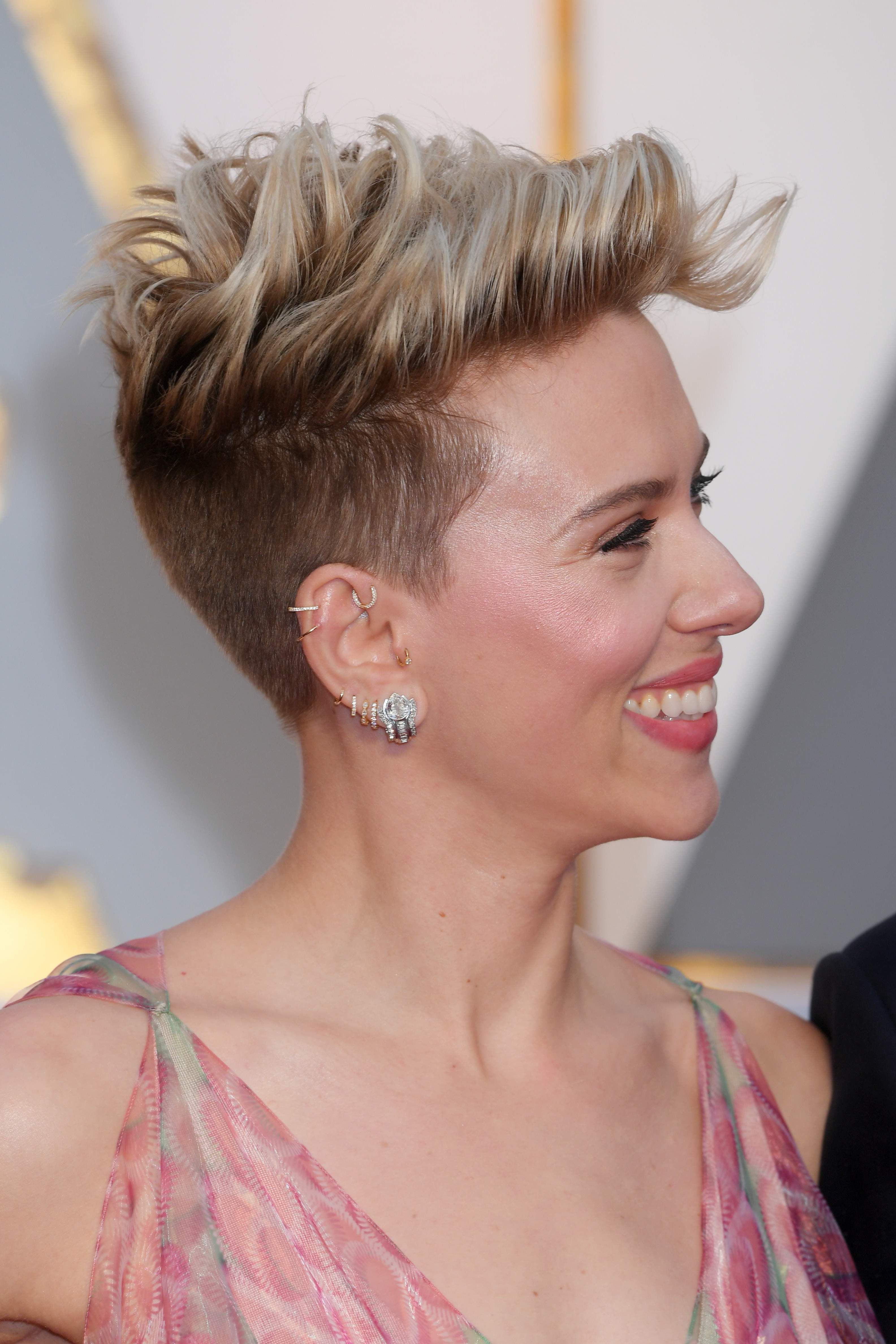 Scarlett Johansson Short Hairstyles Inspirational Lovely Scarlett Throughout Scarlett Johansson Short Hairstyles (View 10 of 25)