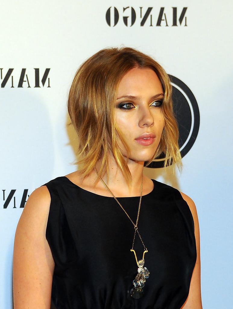 Scarlett Johansson Short Hairstyles – Scarlett Johansson Hair With Scarlett Johansson Short Hairstyles (View 14 of 25)