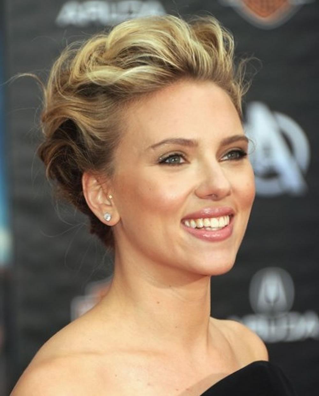 Scarlett Johansson's Hairstyles 2018 & Bob+Pixie Haircuts For Short Throughout Scarlett Johansson Short Hairstyles (View 6 of 25)