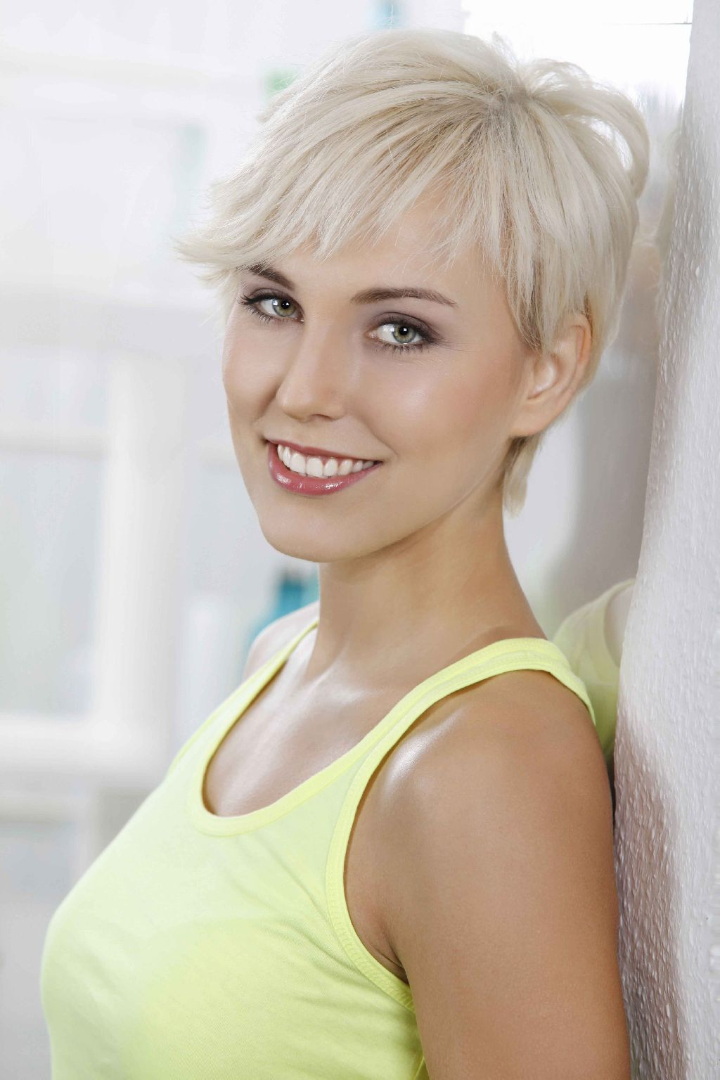 Sexy Short Blonde Hair – Hairstyle For Women & Man With Cute Sexy Short Haircuts (View 7 of 25)