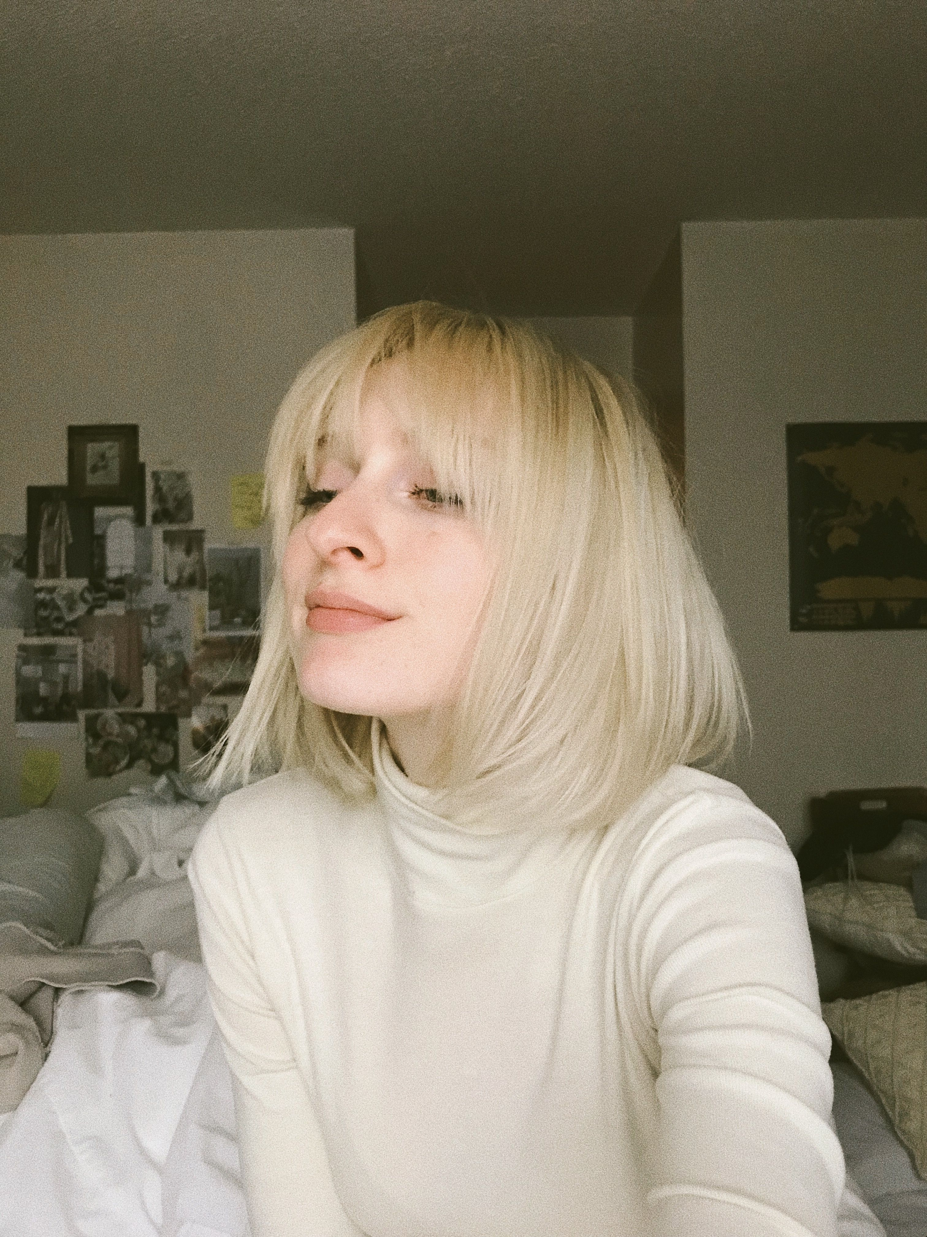 Featured Photo of Short Blonde Hair With Bangs