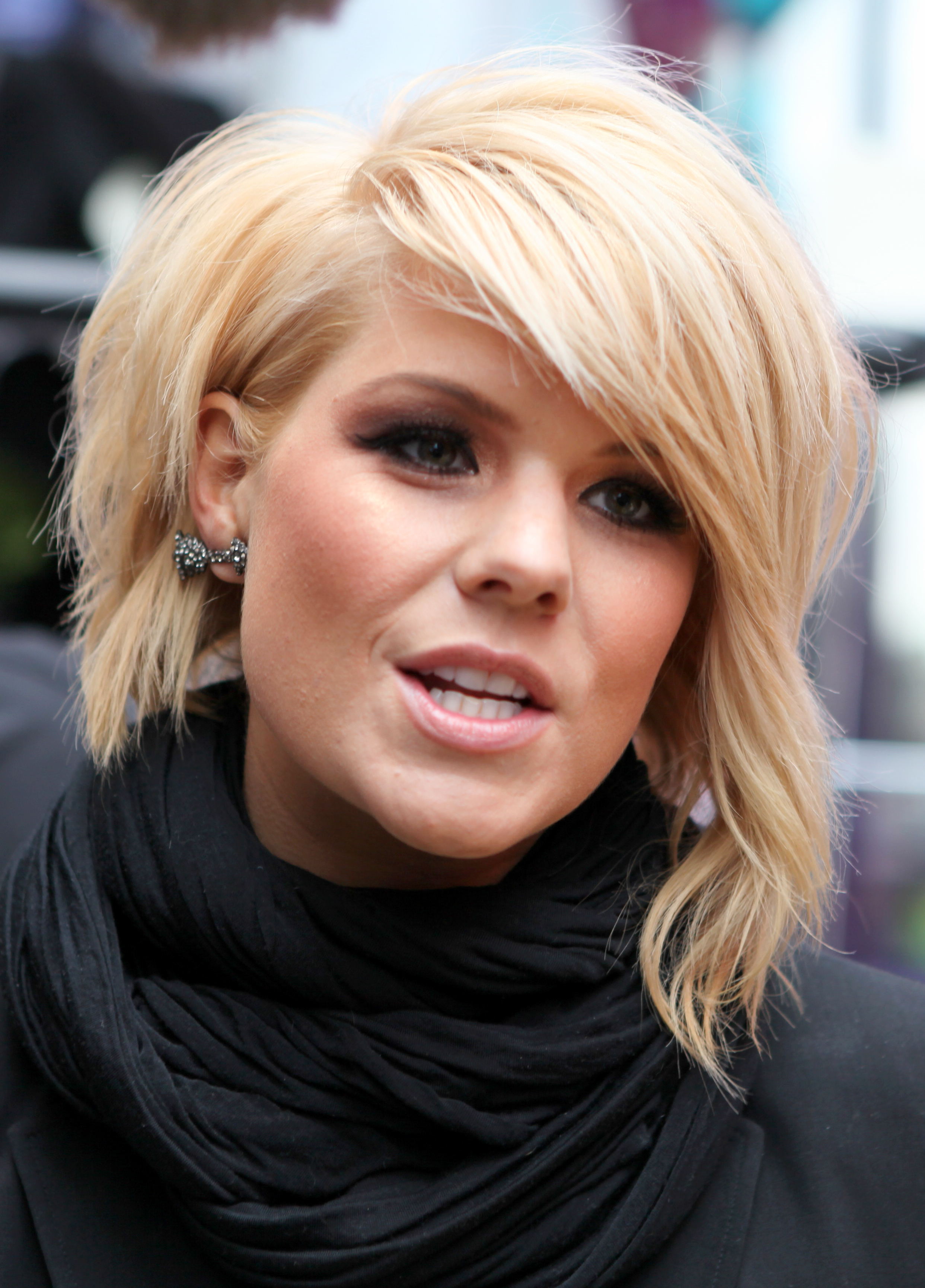 Short Bob With Side Swept Bangs – Hairstyle For Women & Man Regarding Short Haircuts Side Swept Bangs (View 17 of 25)