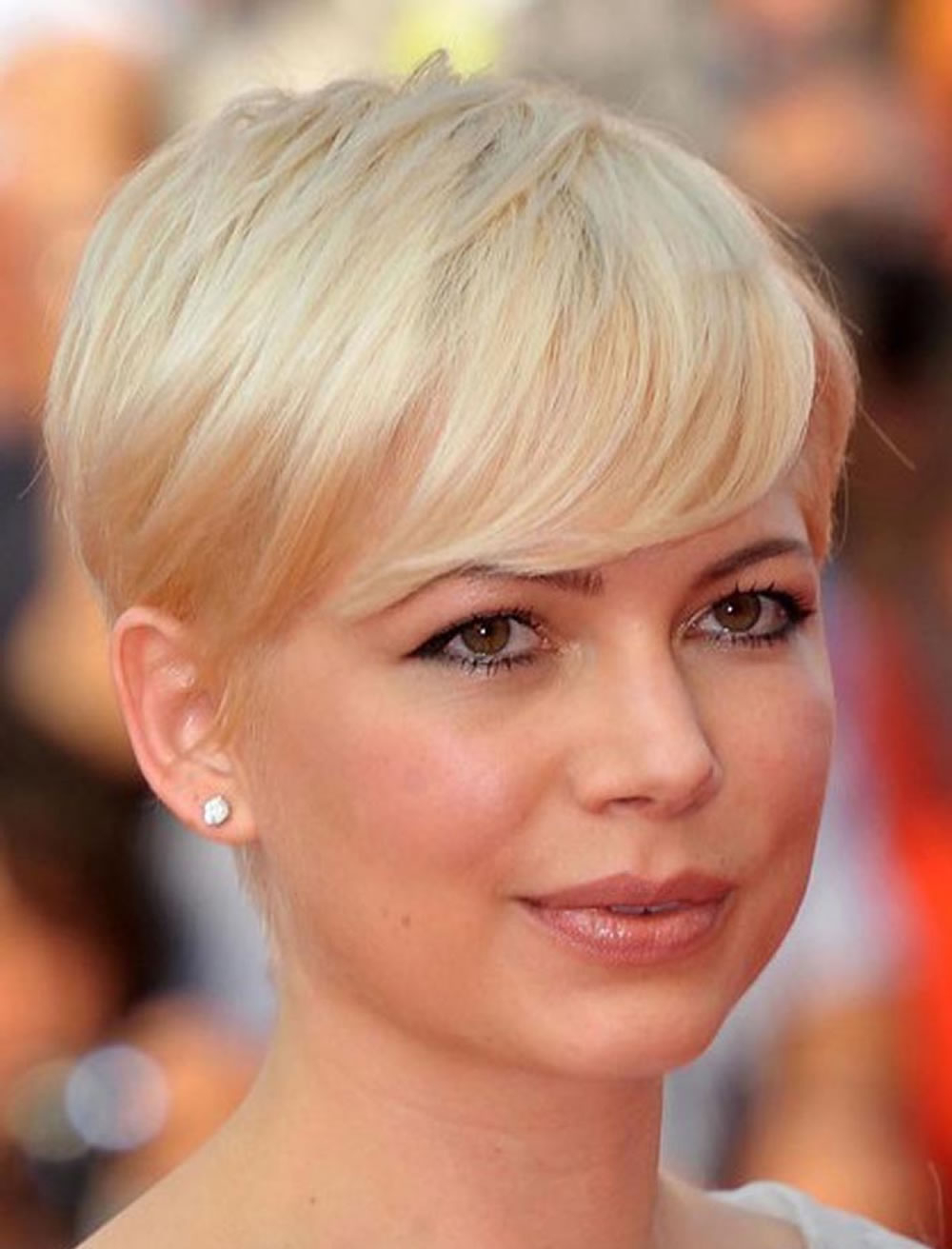 Short Haircuts For Round Face Thin Hair Ideas For 2018 – Hairstyles For Pictures Of Short Hairstyles For Round Faces (View 20 of 25)