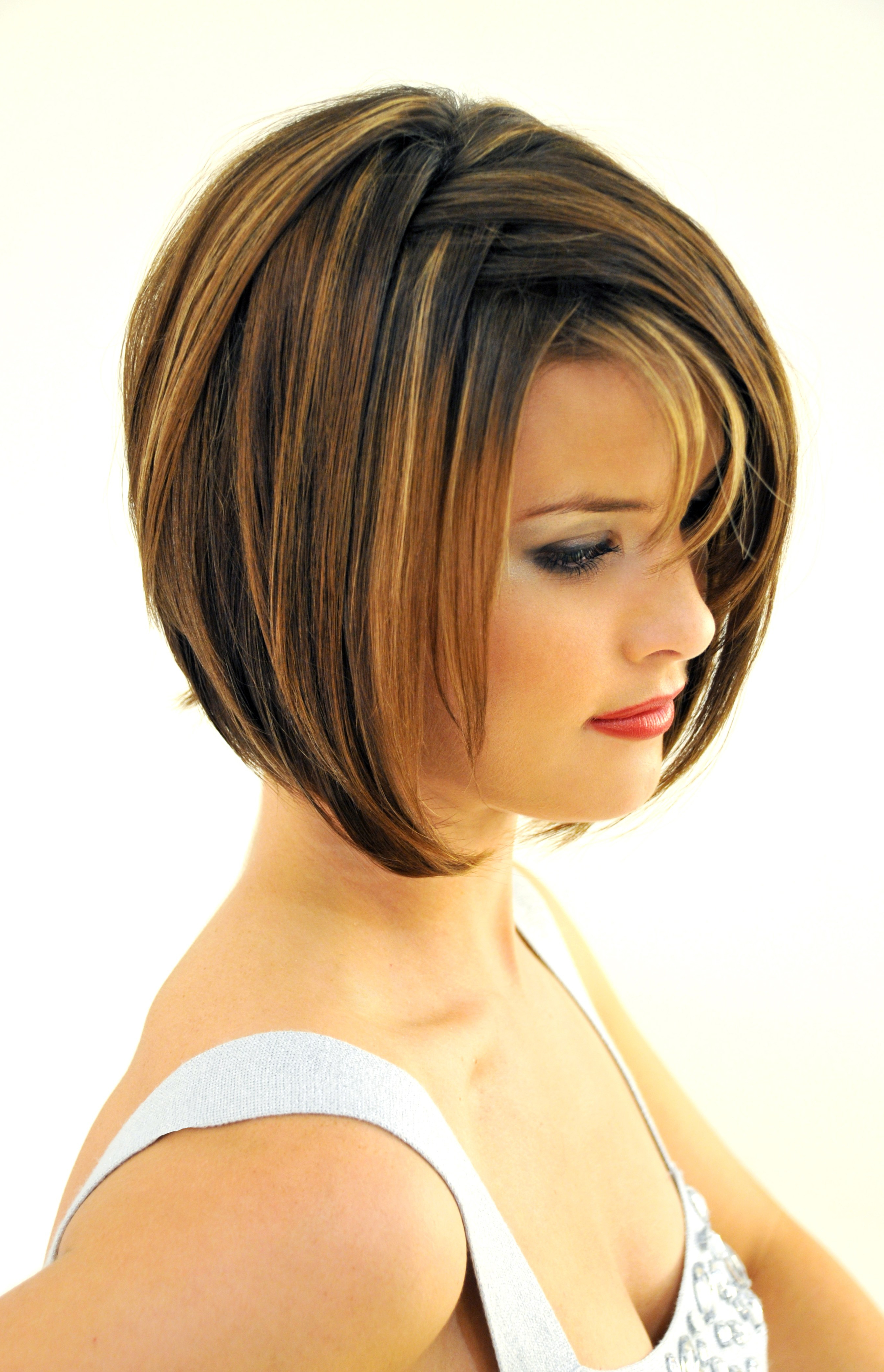 Short Haircuts With Bangs And Layers – Hairstyle For Women & Man Intended For Short Haircuts With Bangs And Layers (View 4 of 25)