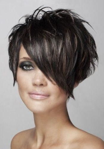 Short Hairstyle With Long Bangs To The Side And Brown Highlights Within Highlighted Pixie Bob Hairstyles With Long Bangs (View 3 of 25)