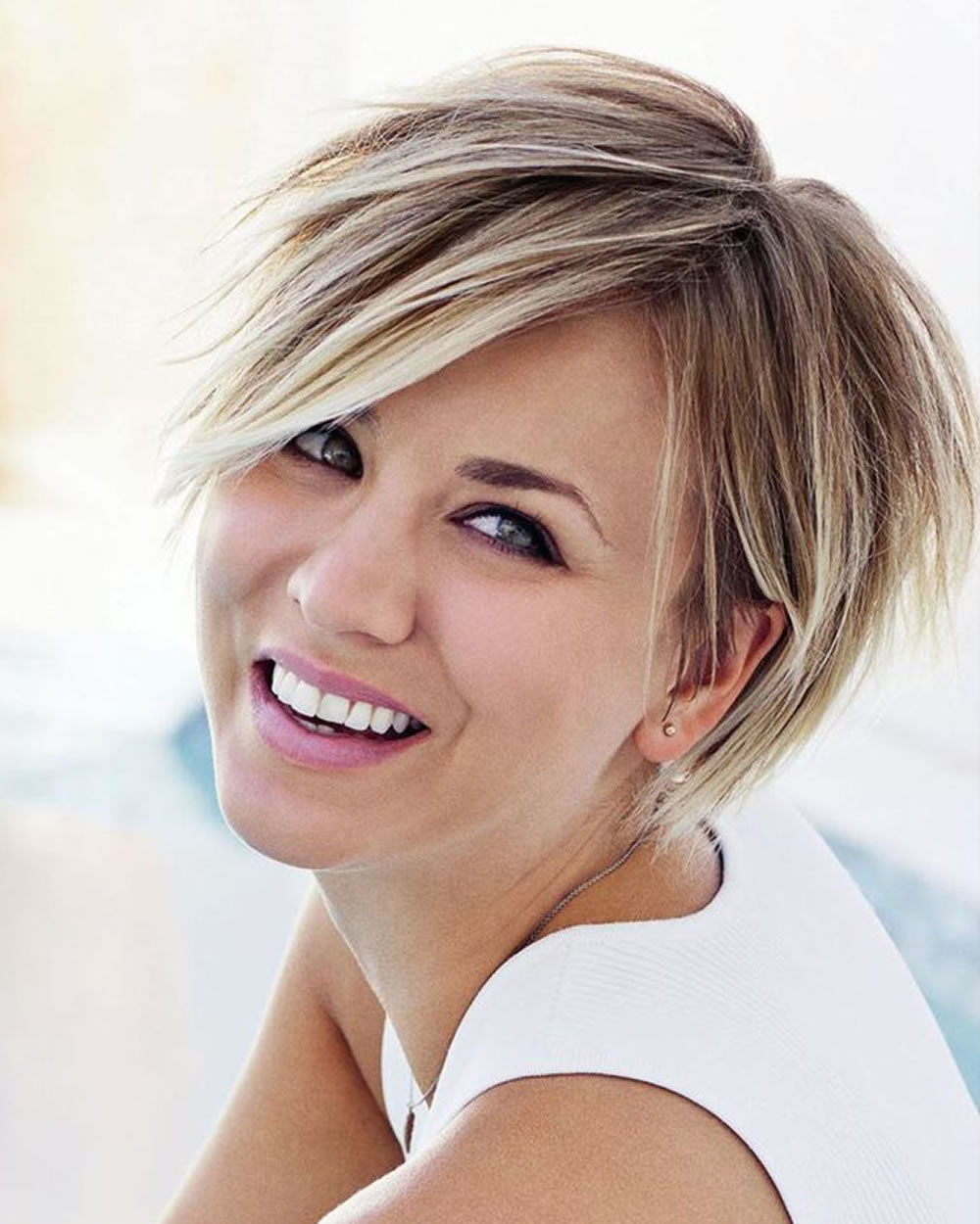 Short Hairstyles For Round Face And Thick Hair | All Hairstyles With Short Haircuts For Round Faces And Thick Hair (View 6 of 25)