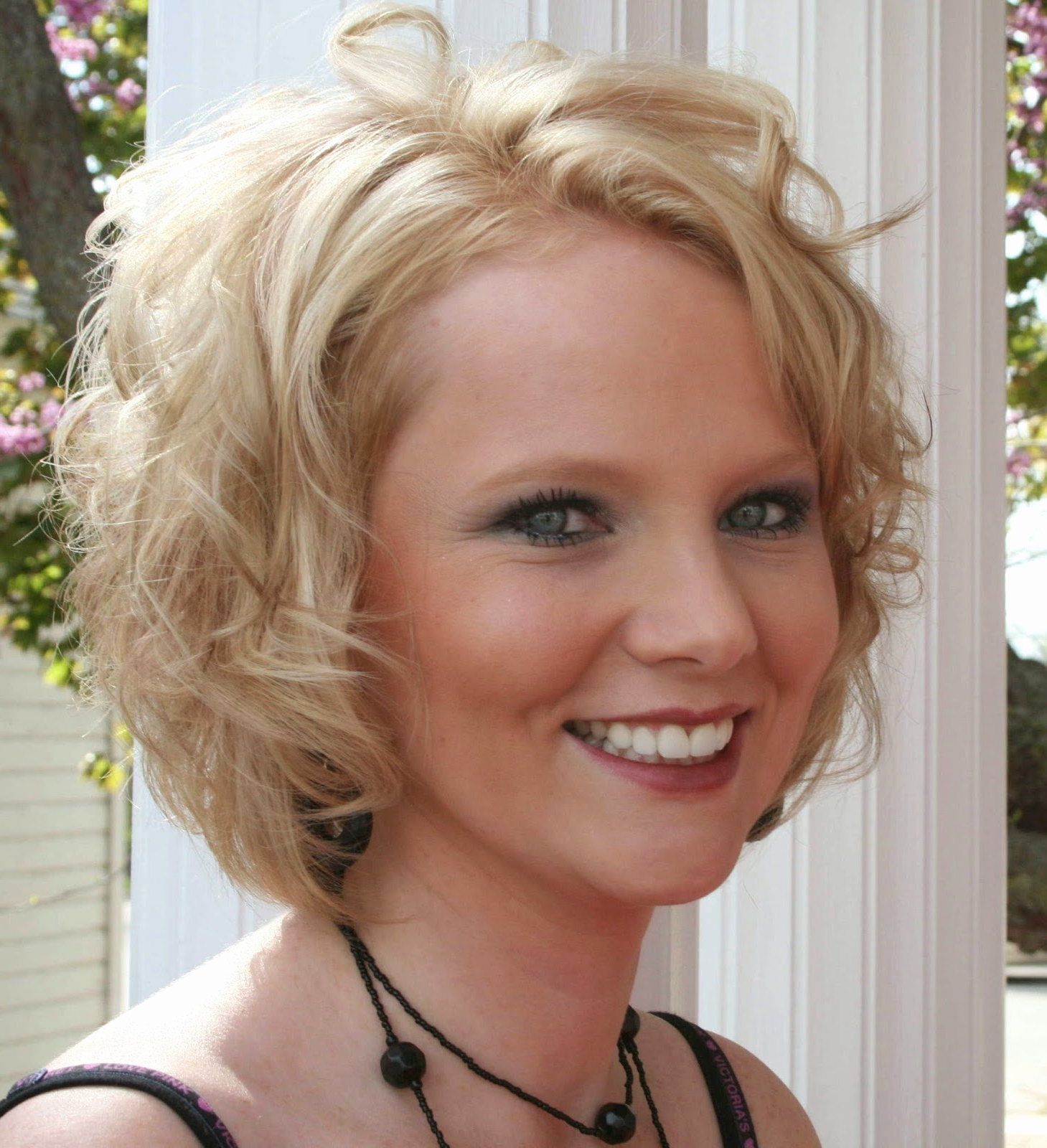 Short Hairstyles For Round Faces And Thick Curly Hair Short Haircuts Regarding Short Haircuts Thick Wavy Hair (View 25 of 25)