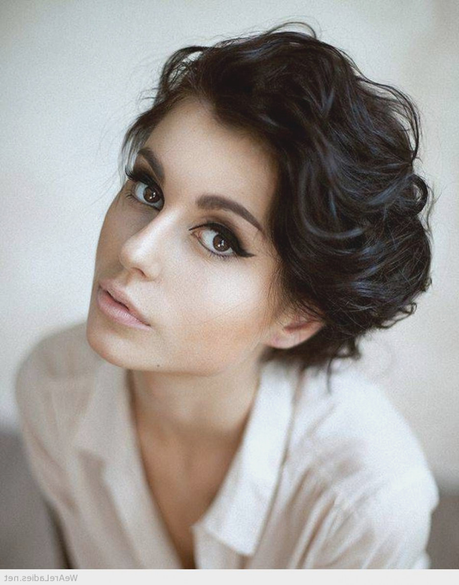 Short Hairstyles Oval Face Thick Hair – Hairstyles 2018 With Short Hairstyles For Oval Face Thick Hair (View 23 of 25)