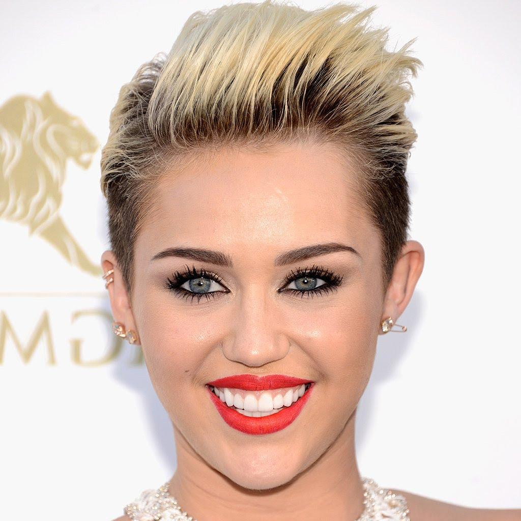 Short Hairstyles With Both Sides Shaved – Hairstyle For Women & Man Pertaining To Short Hairstyles With Both Sides Shaved (View 20 of 25)