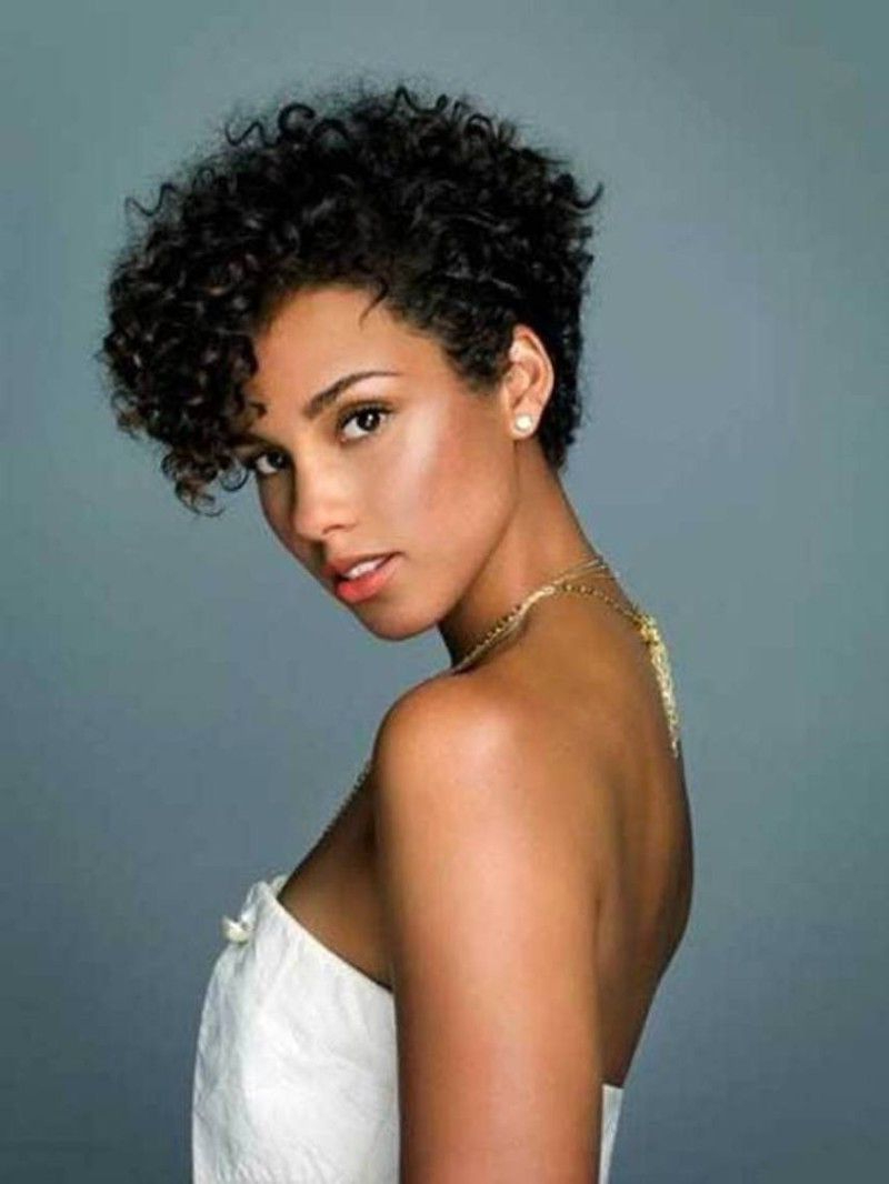 Featured Photo of Naturally Curly Short Haircuts