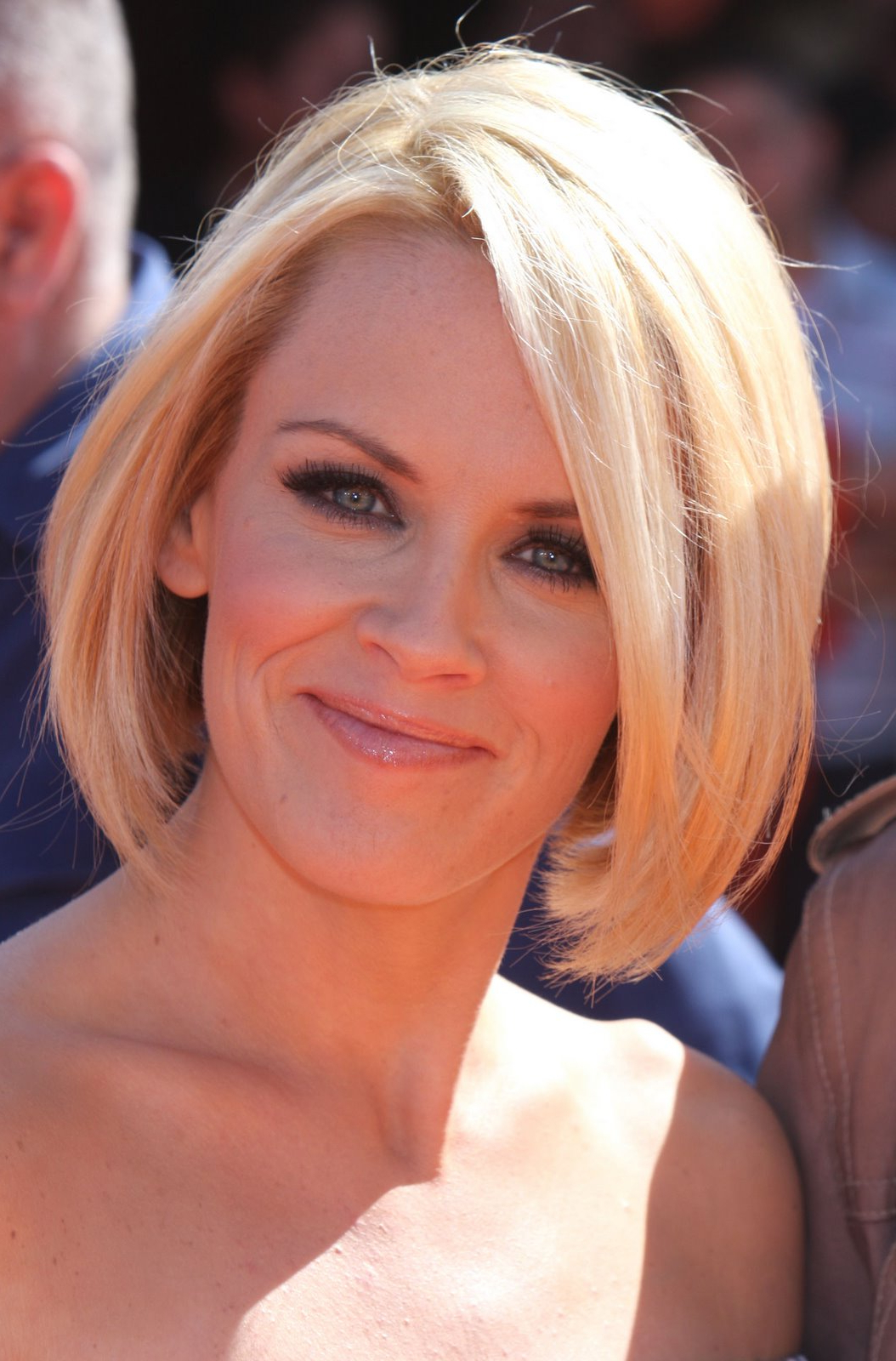 Short To Medium Hairstyles 2013 – Hairstyle For Women & Man Within Women Short To Medium Hairstyles (View 15 of 25)